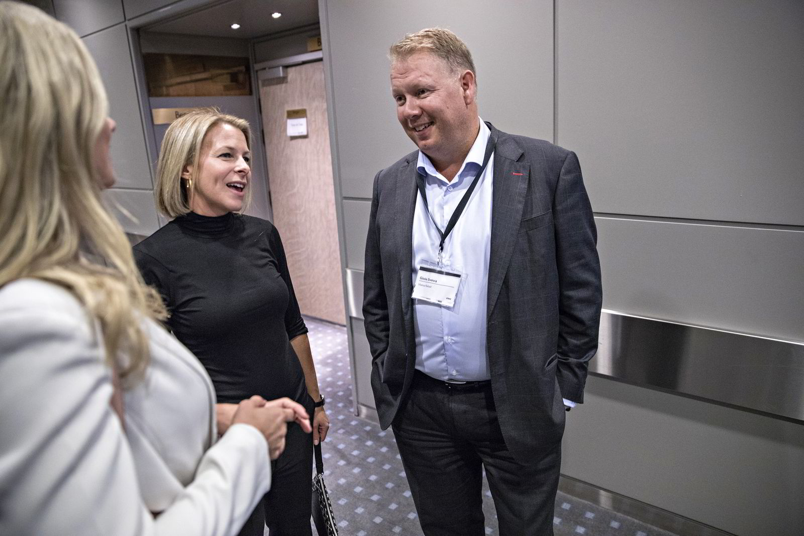 Virkes fagsjef for handel Johanne Kjuus og Geir Sveva, sjef for Visma Retail, under onsdagens handelskonferanse. Foto: Aleksander Nordahl