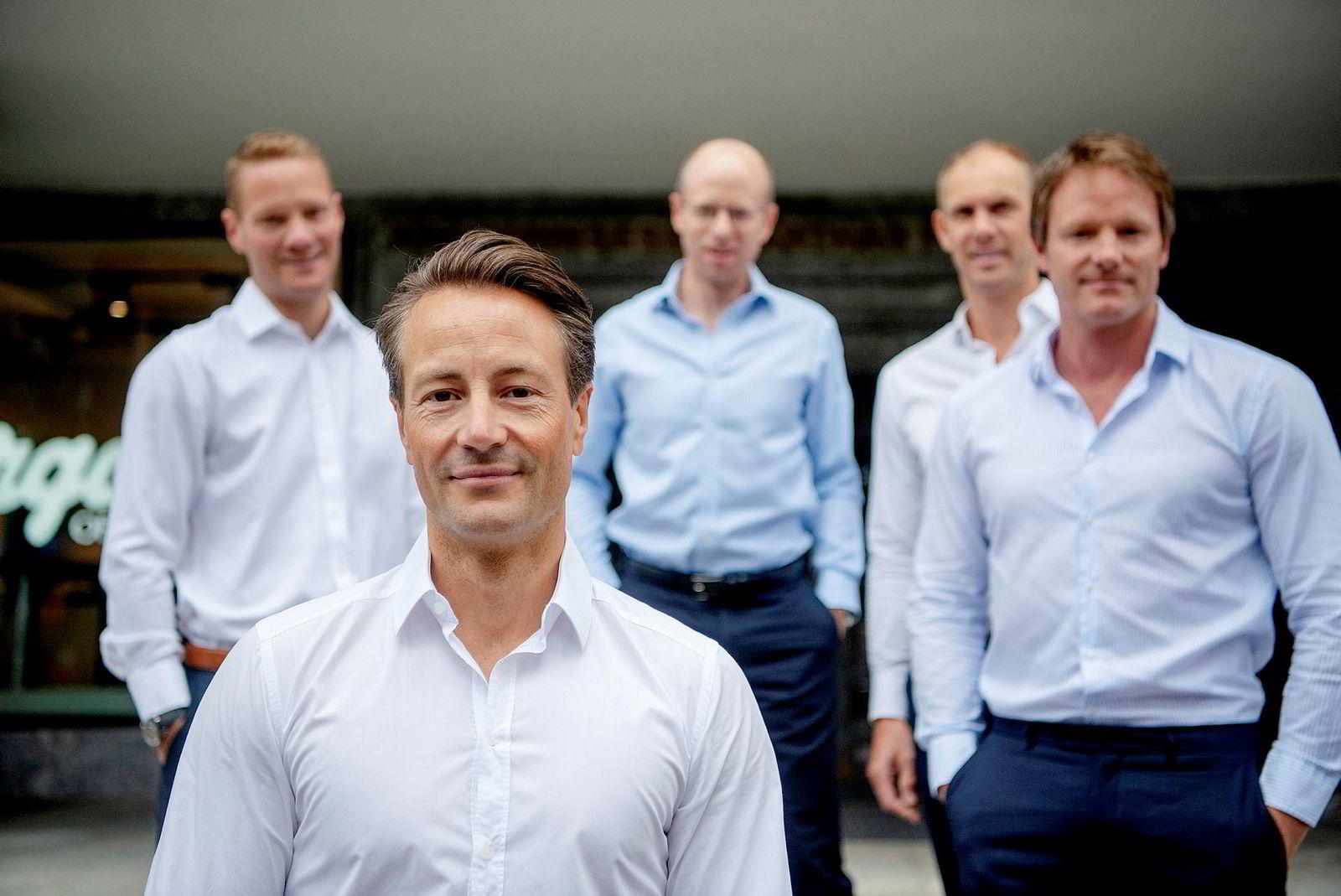 Runar Vatne (foran) har nå aksjer i Solon Eiendom verdt over en halv milliard kroner. Til venstre i bakgrunnen er Tor Vegard Vatne, Jens Borge Andersen, Helge Rognerud og Henrik Krefting. Alle jobber i selskapet Vatne Capital.