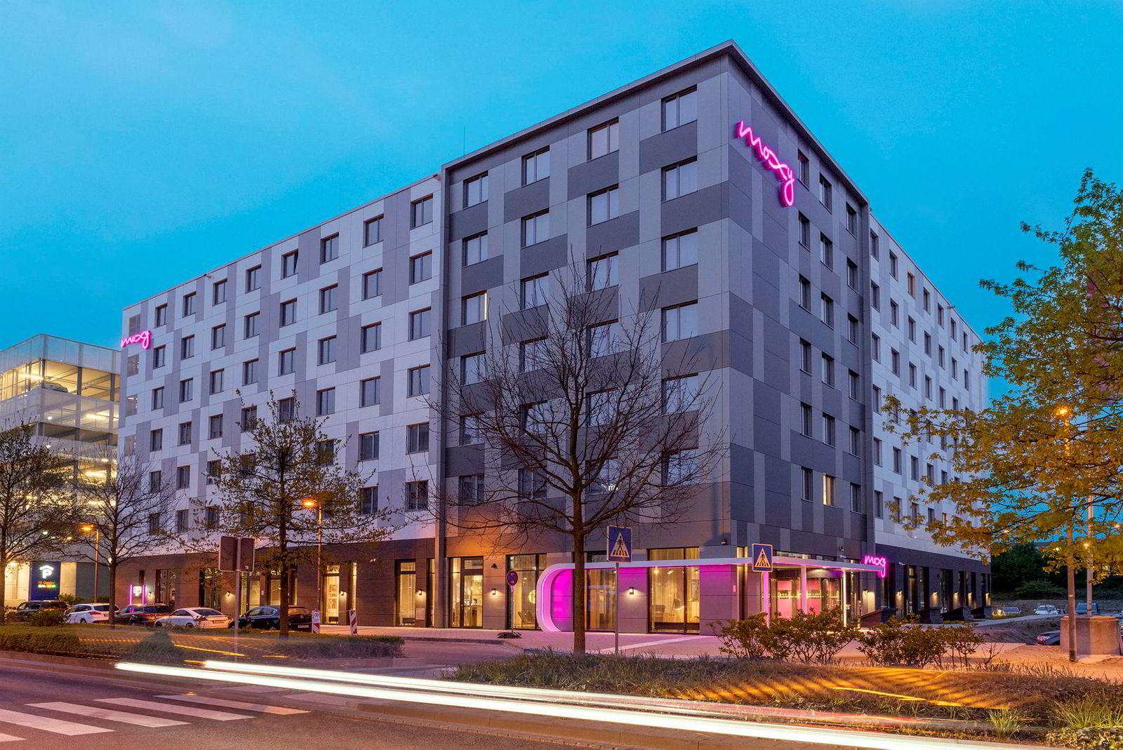 Belvar har i det stille etablert en rekke Moxy-hoteller i Europa, her på flyplassen i Frankfurt. Nå samles driften av disse samt hele First Hotels-kjeden i et nytt hotellkonsern som har fått navnet Maribel.