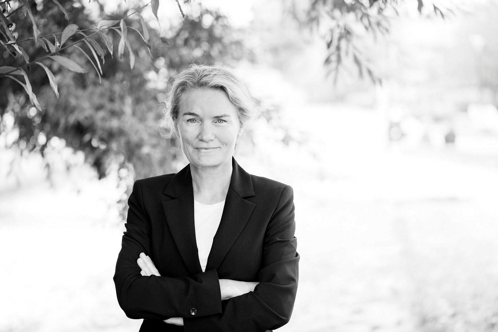 BI-professor Caroline Dale Ditlev-Simonsen har sammen med Virke tatt dissens mot det nye lovforslaget som forbyr hemmelige fabrikklister.
