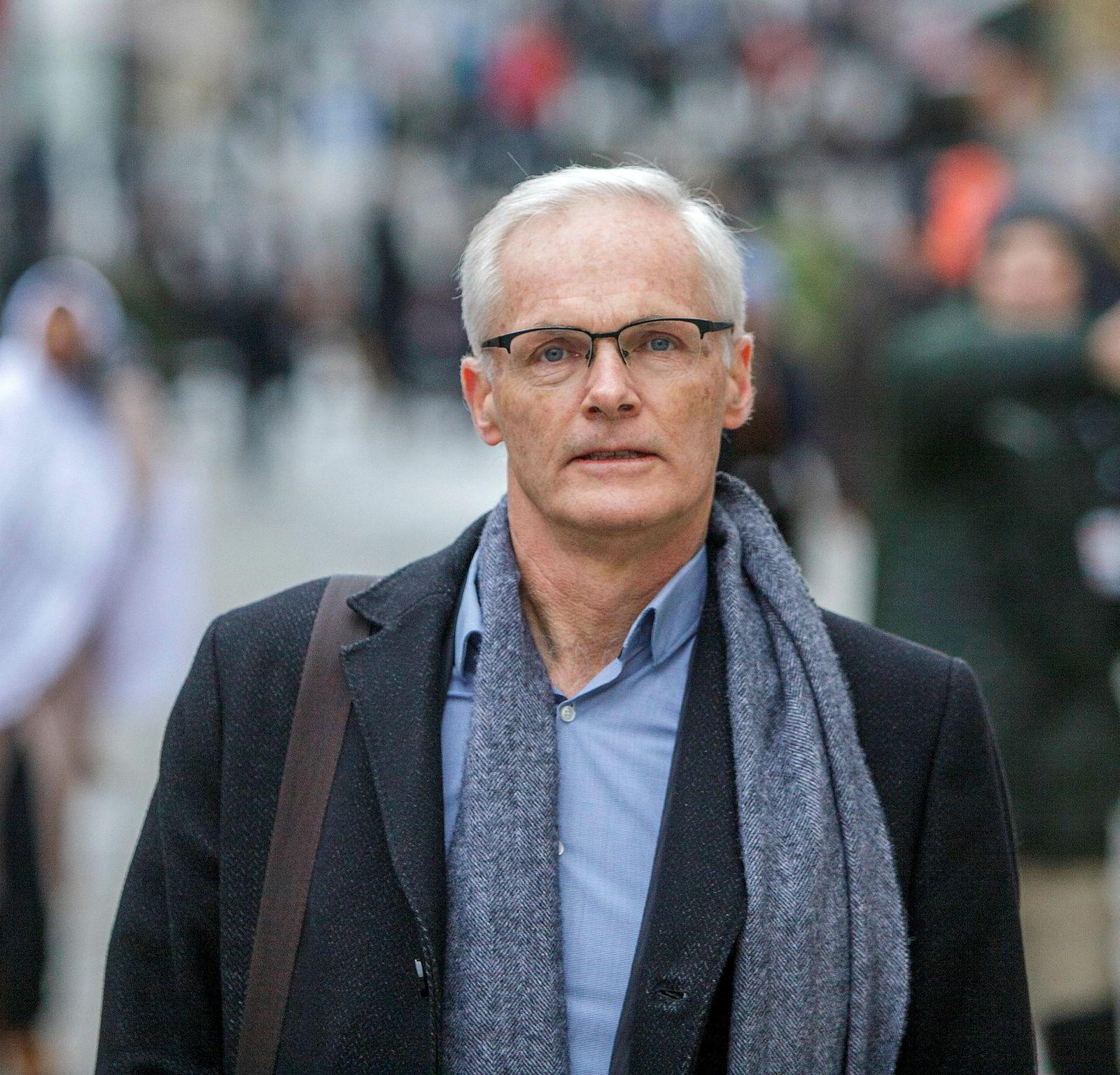 Konkurransedirektør Lars Sørgard tror et forbud mot prisklausuler i avtalene mellom nettreisegigantene og hotellene kan skade mer enn det gagner konkurransen i hotellmarkedet.