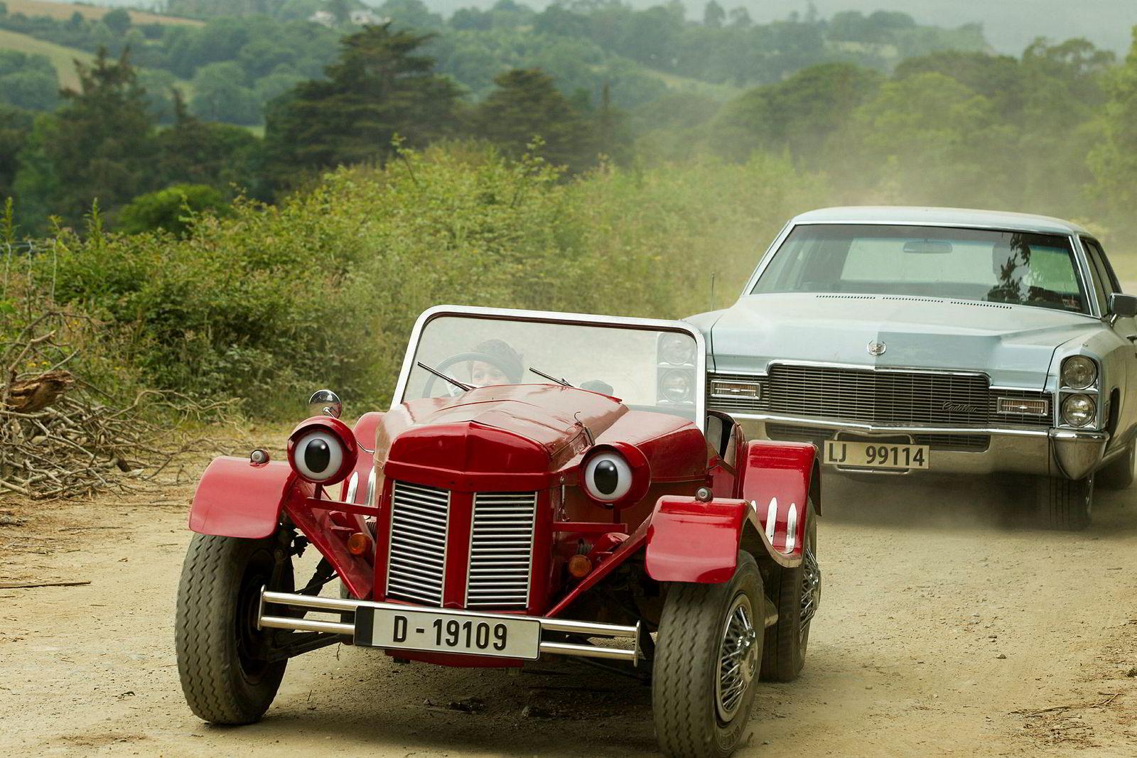 Ble bil. Skaperne Myklebust og Thorsen trekker frem at «Gråtass» i Cinenords andre film, «I farta», ble ombygget til bil som et eksempel på tukling med merkevaren.