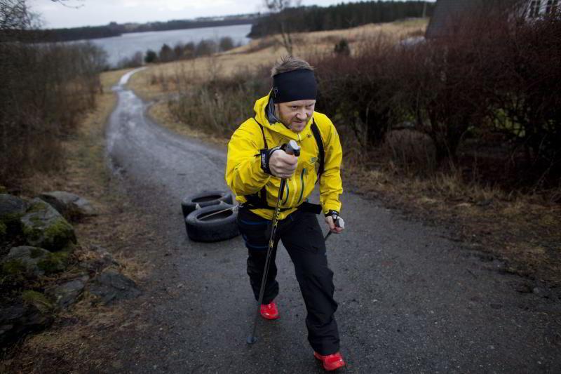 I HARDTRENING: Thor Hesselberg (43) hadde aldri tid til å trene. Nå har han gjennomført flere ekstremtriatlon og går denne uken over Hardangervidda på ski. FOTO: TOMAS ALF LARSEN