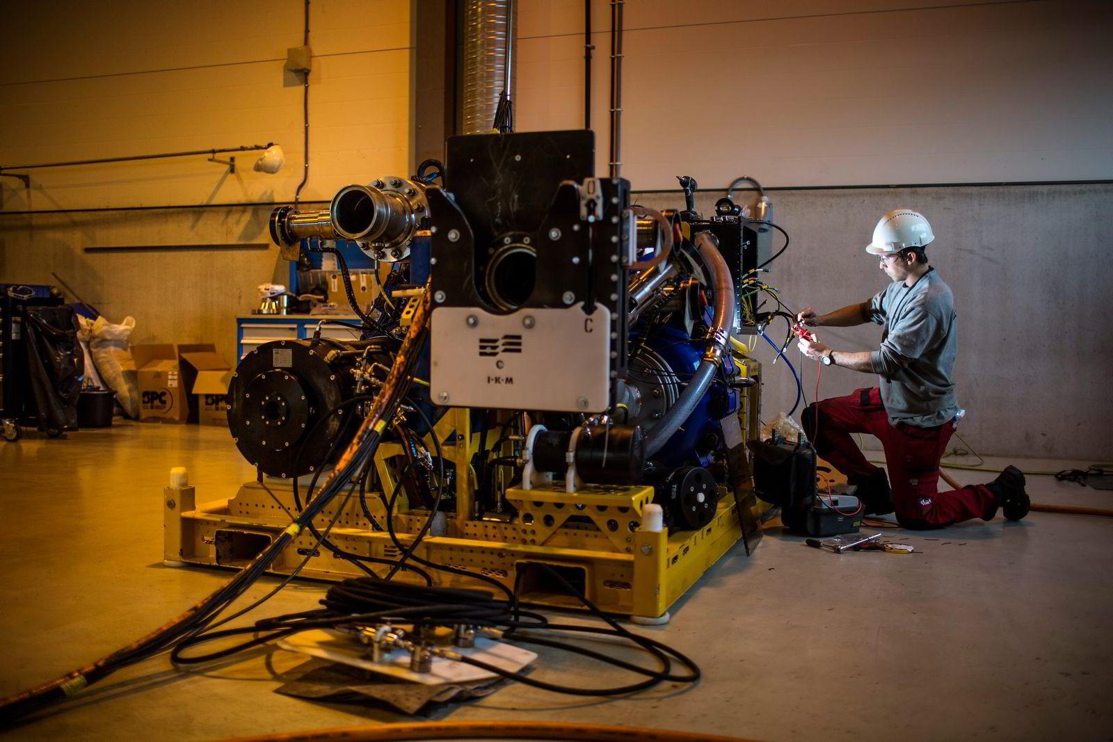 Denne pumpen testes for å kunne brukes til å samle opp boreslam fra såkalt topphullsboring helt nede på 1500 meters havdyp.