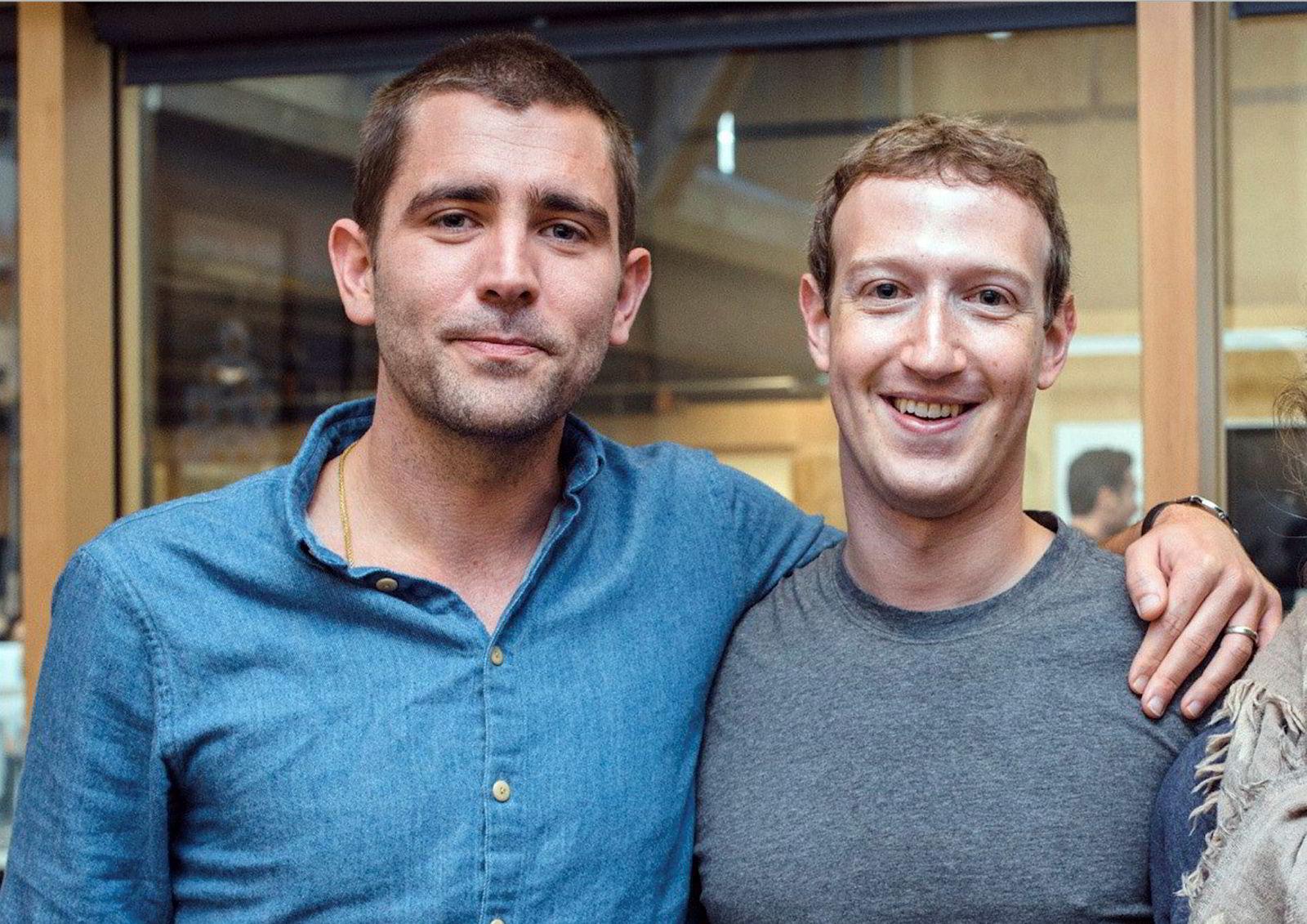 Facebook. Facebook-grunnlegger og konsernsjef Mark Zuckerberg bekrefter i en bloggpost på det sosiale nettverksstedet at Chris Cox er på vei ut.