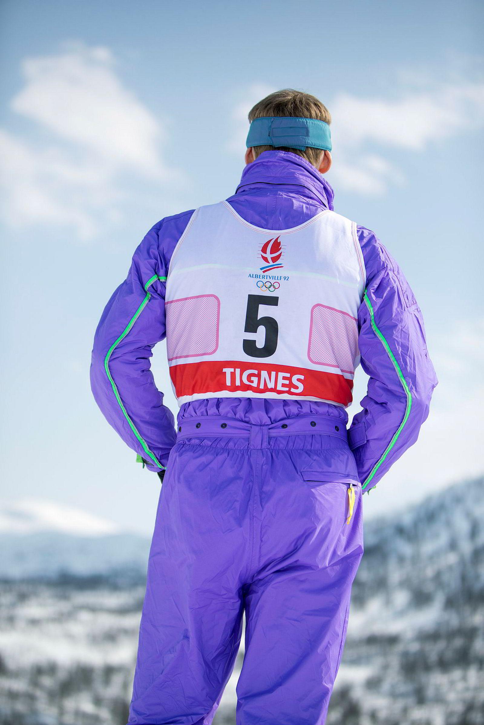 Simen Andresen, iført startnummer fra OL i Albertville, står klar i barnebakken i Myrkdalen.