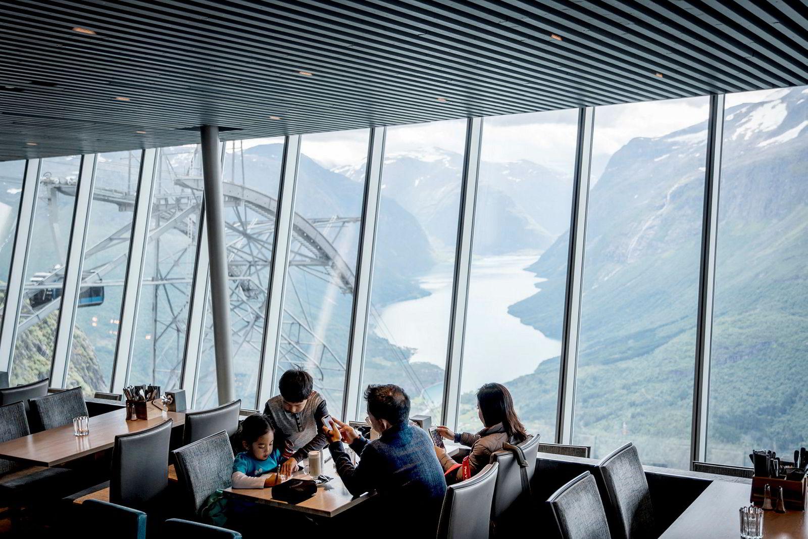 Loen Skylift er den første gondolbanen som er bygget i Norge siden Hangursbanen i 1963. På toppen er det blant annet en restaurant.