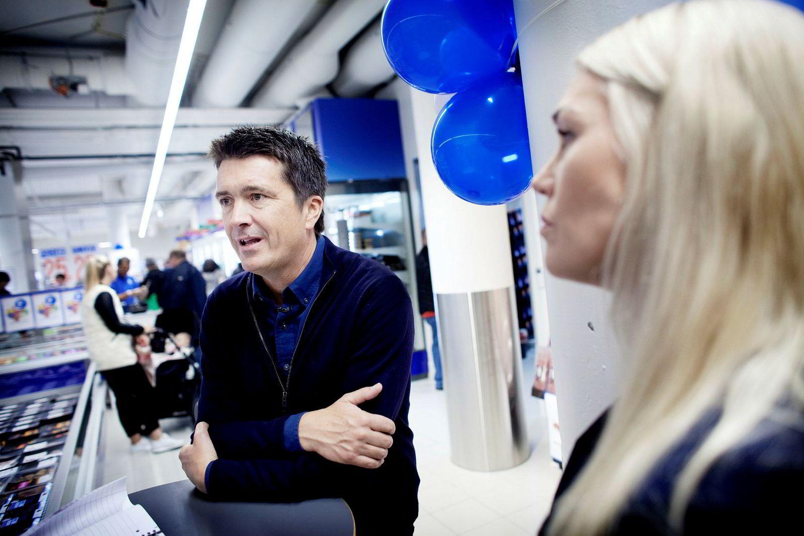 Her er Ole Robert Reitan og kommunikasjonsdirektør Mette Fossum fra åpningen av butikk nummer 600 i Sandnes i fjor. Tomas Larsen