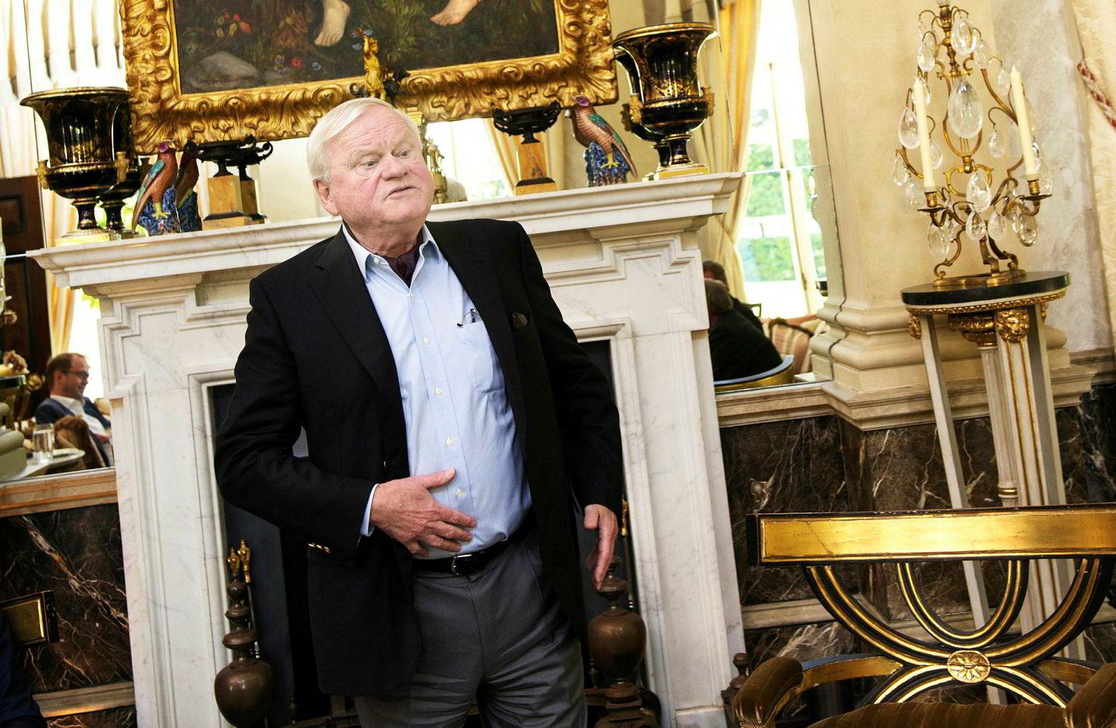 John Fredriksen avbildet i sitt hjem «The Old Rectory» i London i 2015. Times har merket seg at Fredriksen bor i et herskapshus med egen ballsal, tidligere verdsatt til over tre milliarder kroner.