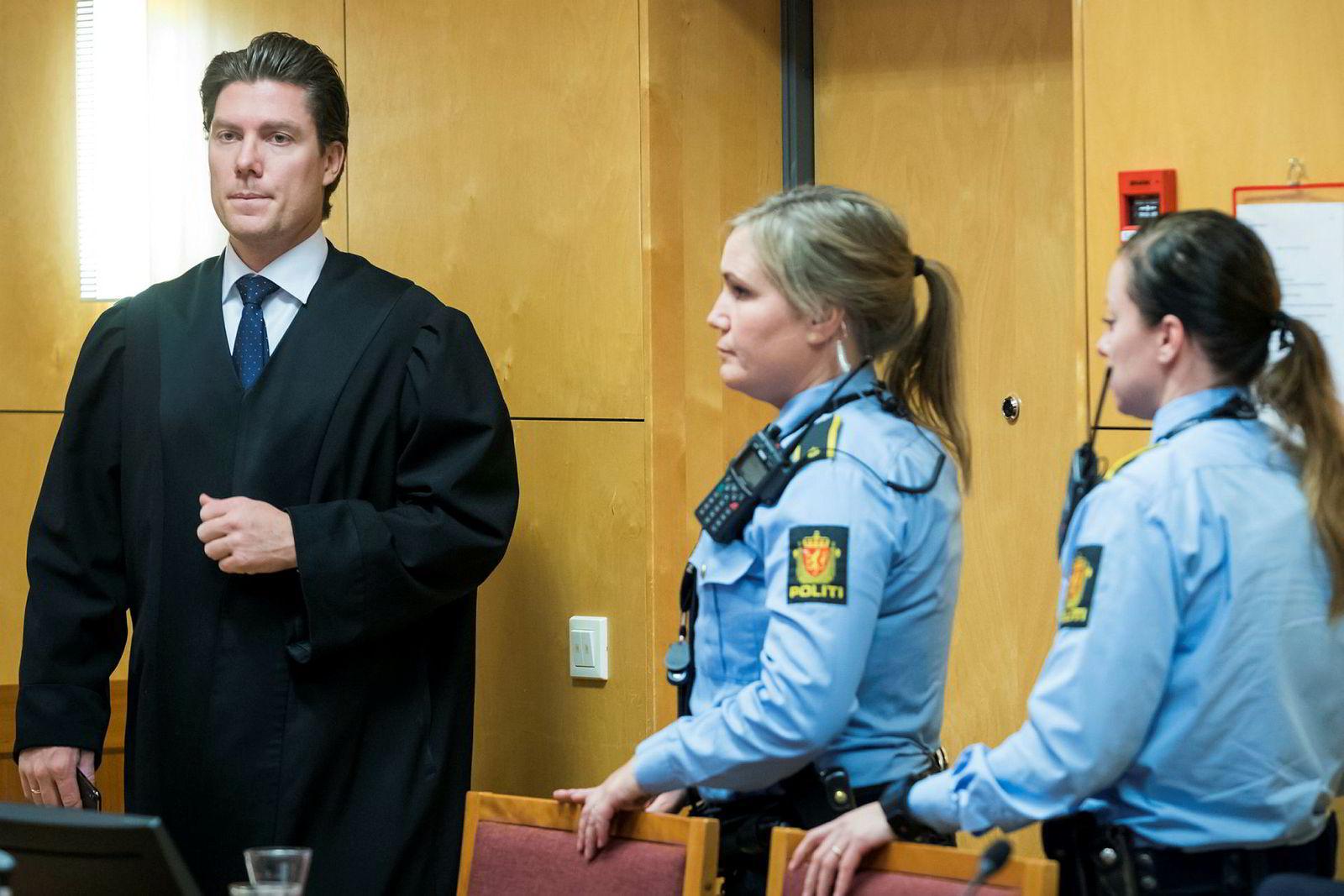 Advokat Christian Flemmen Johansen er partner i advokatfirmaet Elden. Han er også kjent som forsvarer for Janne Jemtlands drapstiltalte ektemann. Her fra rettssalen i Hedmarken tingrett tirsdag.