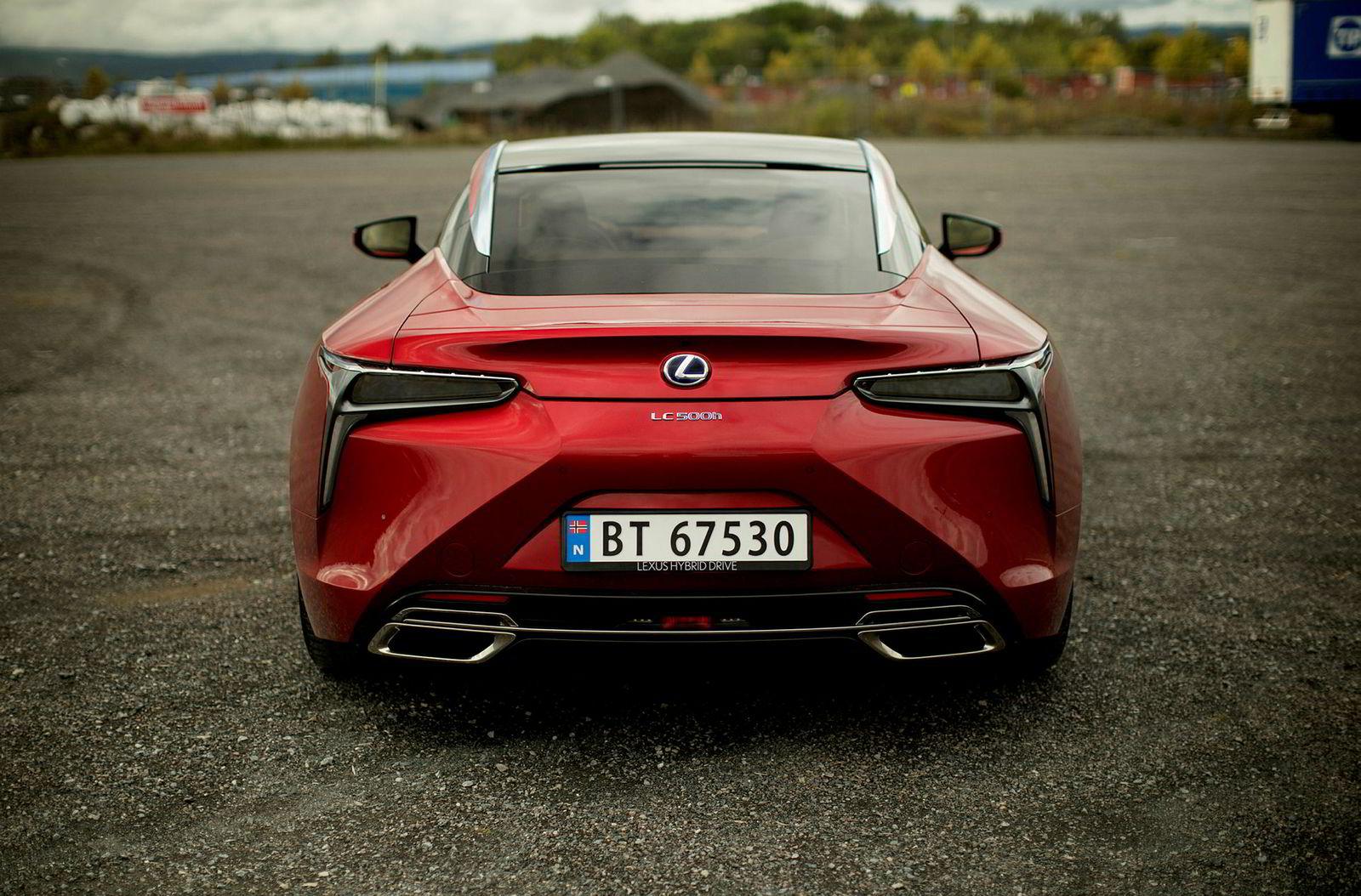 Det er ikke vanskelig å se at dette er en Lexus.