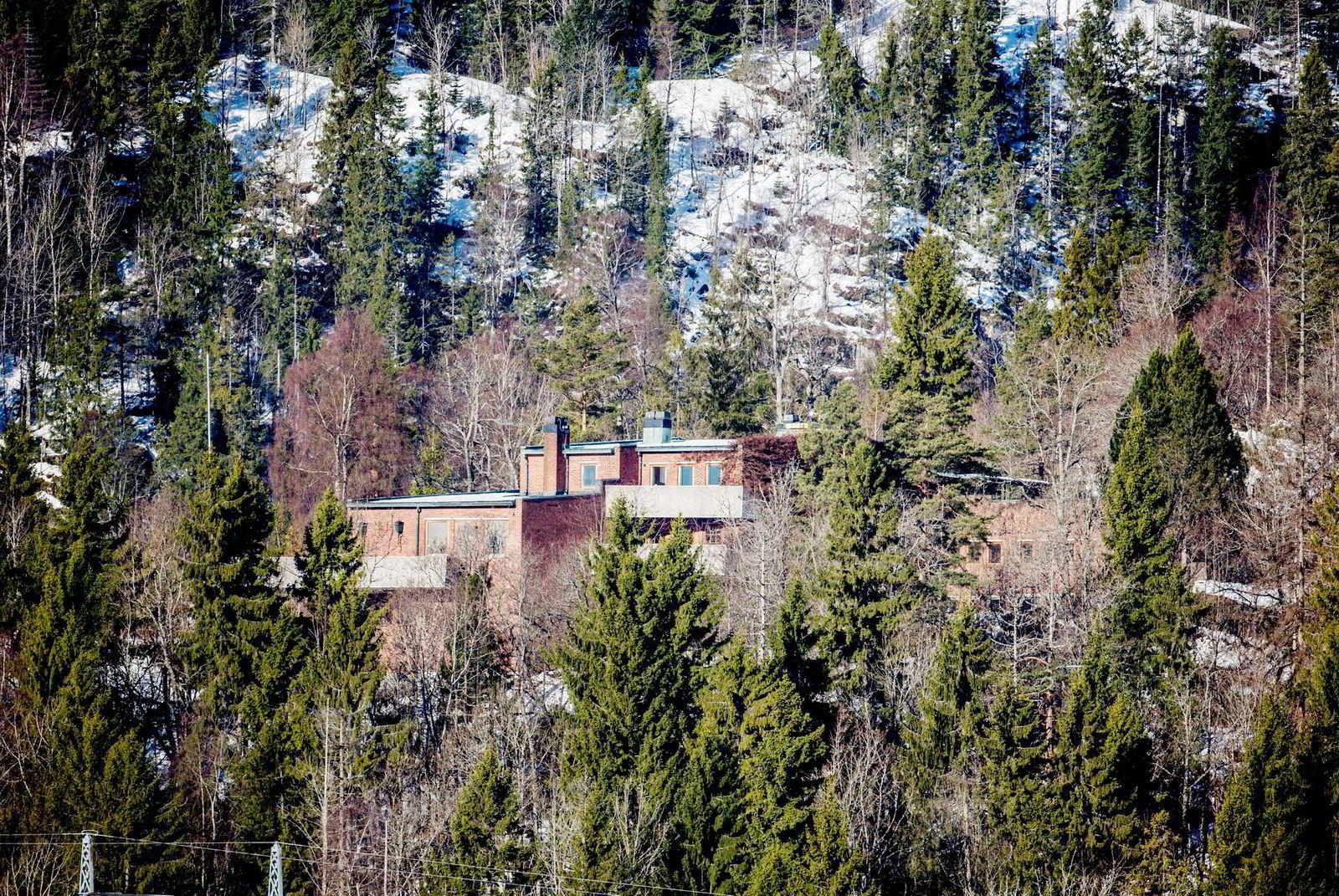 Villa Ringiåsen i Bærum. Prisantdning var 37. mill i 2011. Nå ligger den på 25. mill. Foto: Fredrik Bjerknes