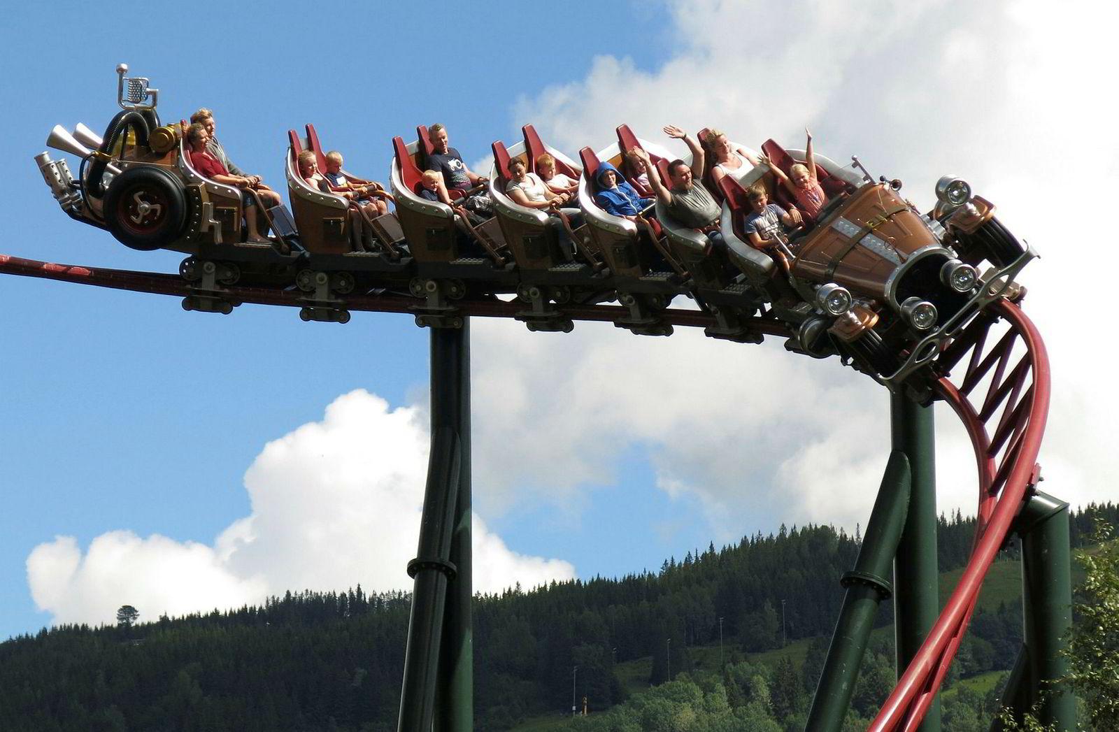 Striden sto om hvorvidt berg-og-dalbanen Il Tempo Extra Gigante er modellert etter Kjell Aukrusts originaltegninger av bilen eller Ivo Caprinos filmversjon av Il Tempo Gigante.