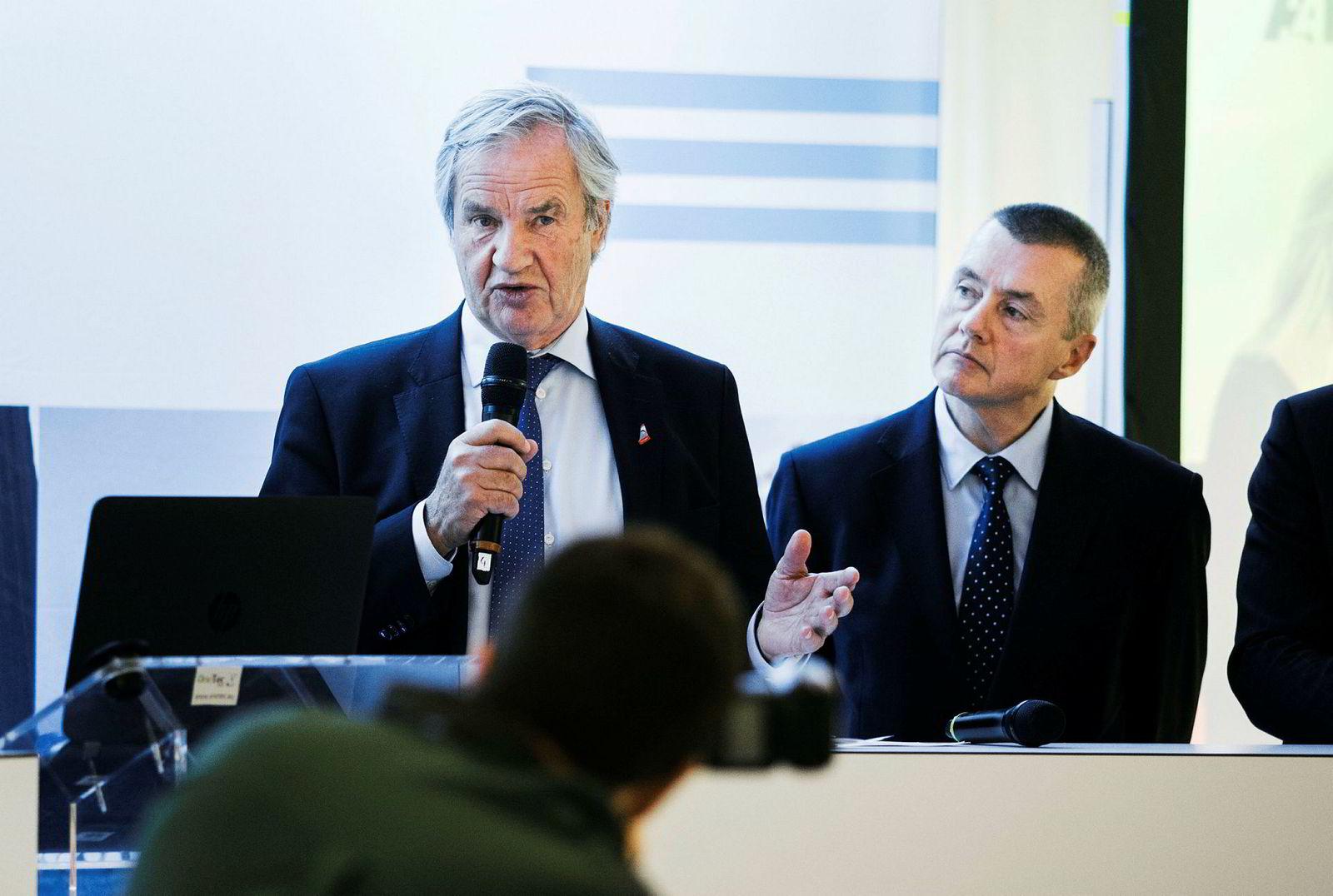 Norwegian-sjef Bjørn Kjos og Willie Walsh, toppsjef i IAG.