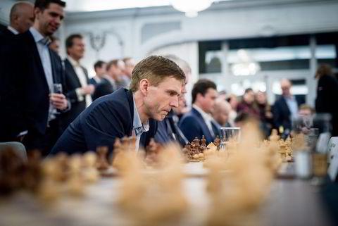 Verdensmester i sjakk Magnus Carlsen møtte 24 spesielt utvalgte under en event av hans sponsor Arctic Security. Erik Fossan fra Statoil er en dyktig sjakkspiller.
