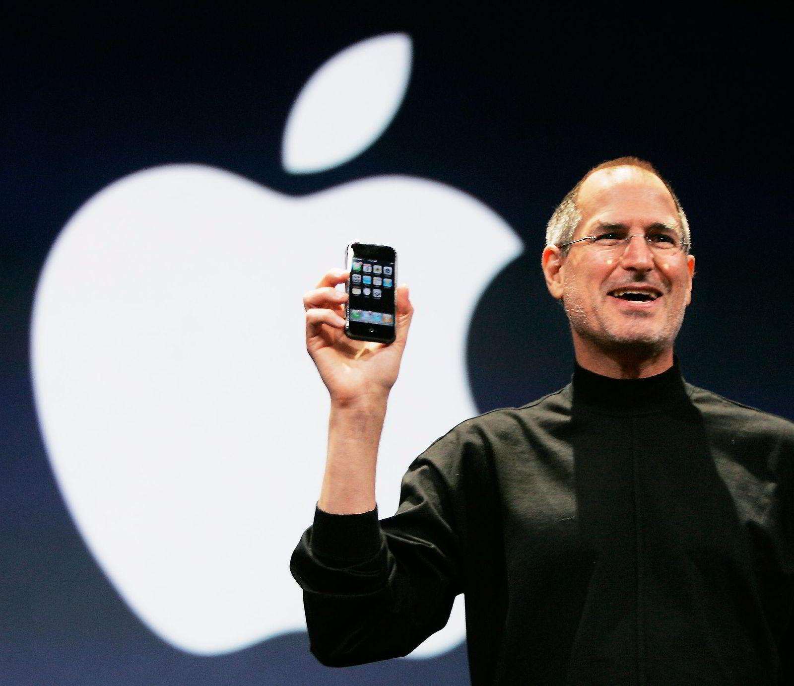 Nå avdøde Steve Jobs presenterer verden for Iphonen9. januar, 2007. (AP Photo/Paul Sakuma)