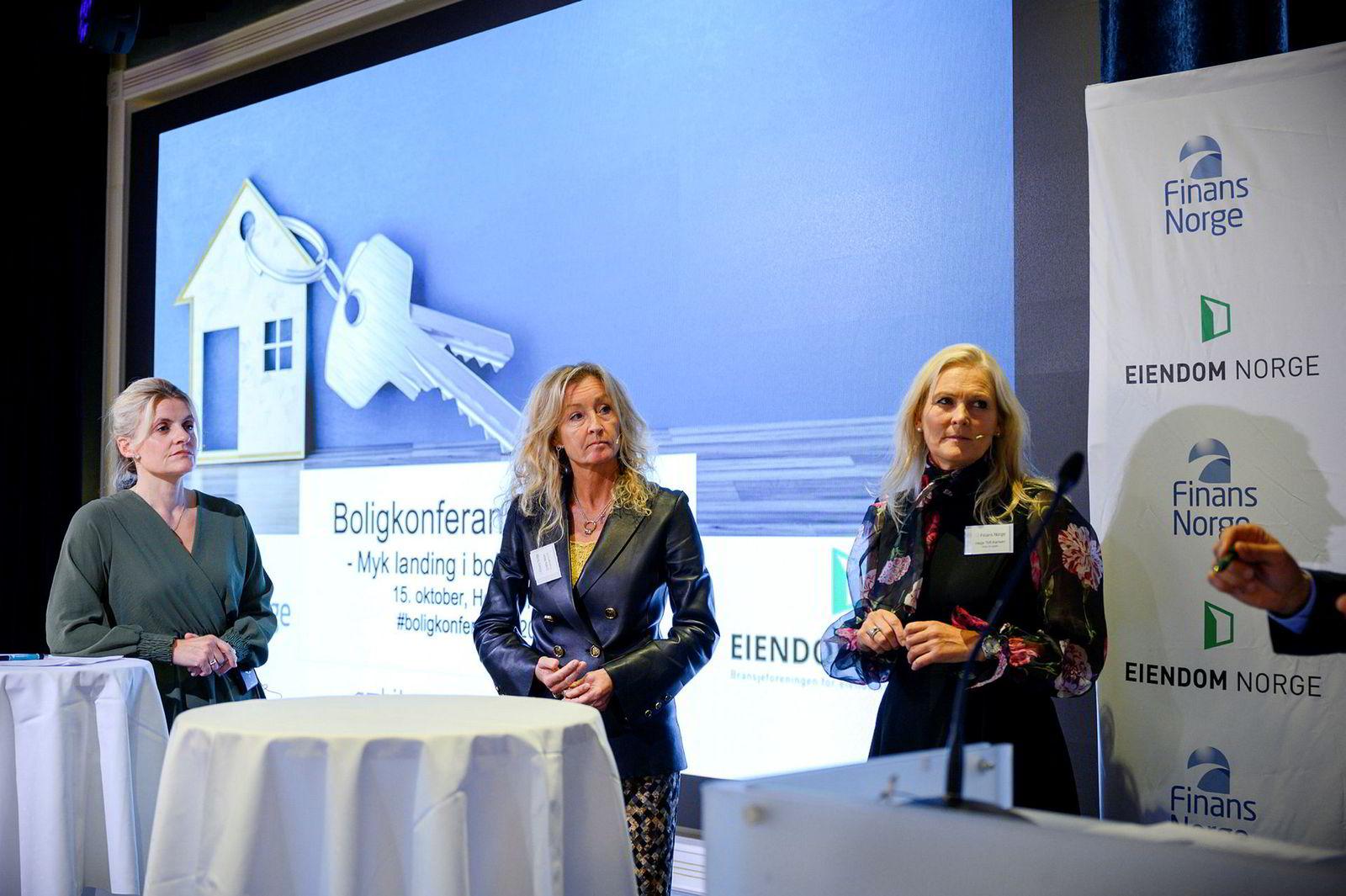 Direktør Inger Lise Blyverket (fra venstre) i Forbrukerrådet, administrerende direktør Grethe Wittenberg Meier i Privatmegleren og konsernsjef Hege Toft Karlsen i Eika Gruppen på Boligkonferansen 2019.