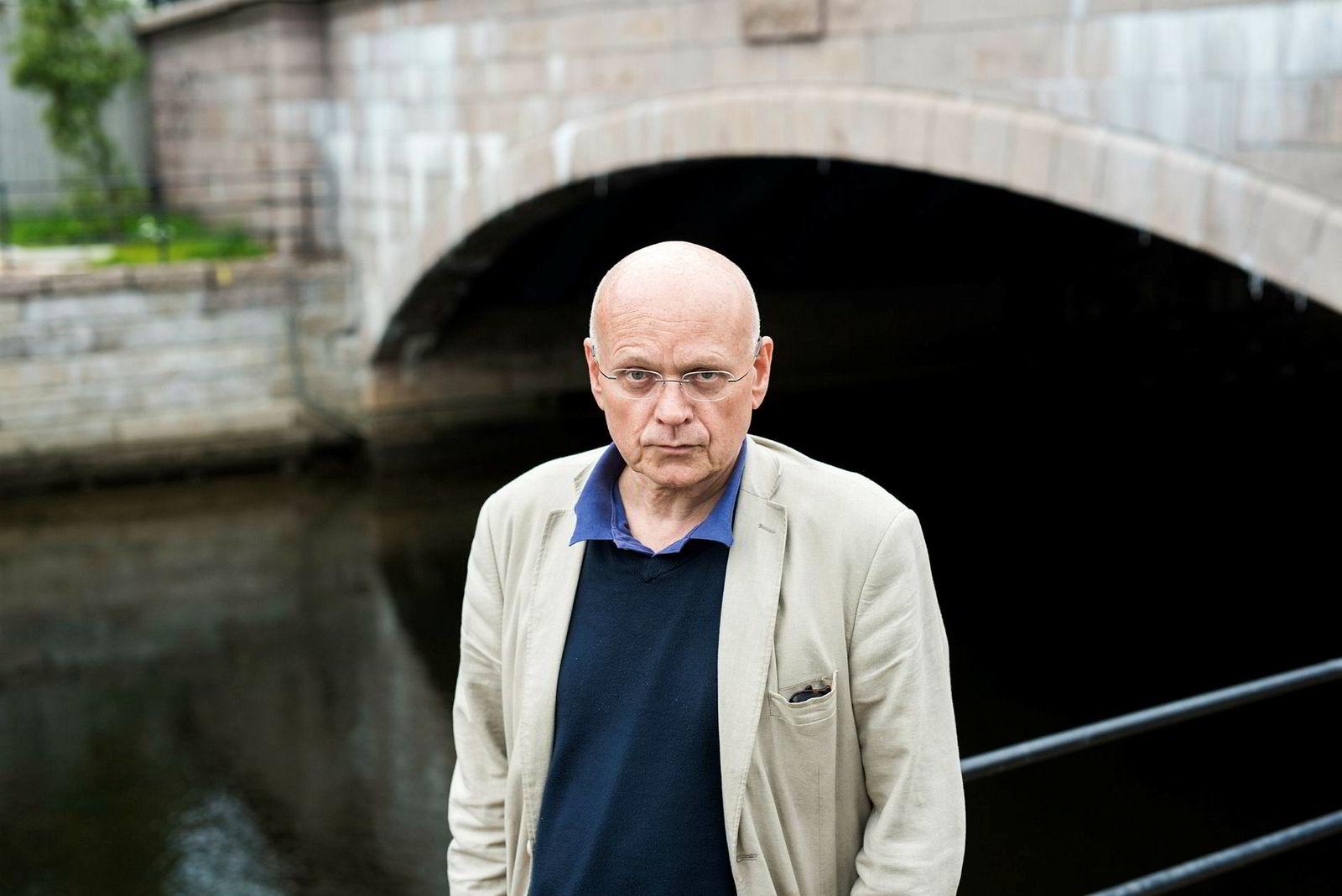 Redaktør Bjørgulv Braanen i Klassekampen distribuerer Ny Tid som innstikk i sin egen avis.