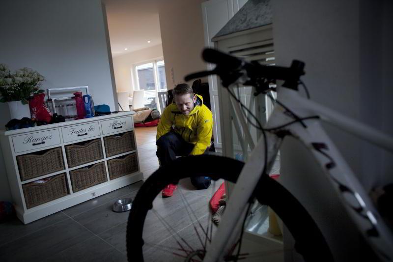 For å holde motivasjonen oppe, trener Hesselberg med en lokal sykkelklubb i helgene. FOTO: TOMAS ALF LARSEN