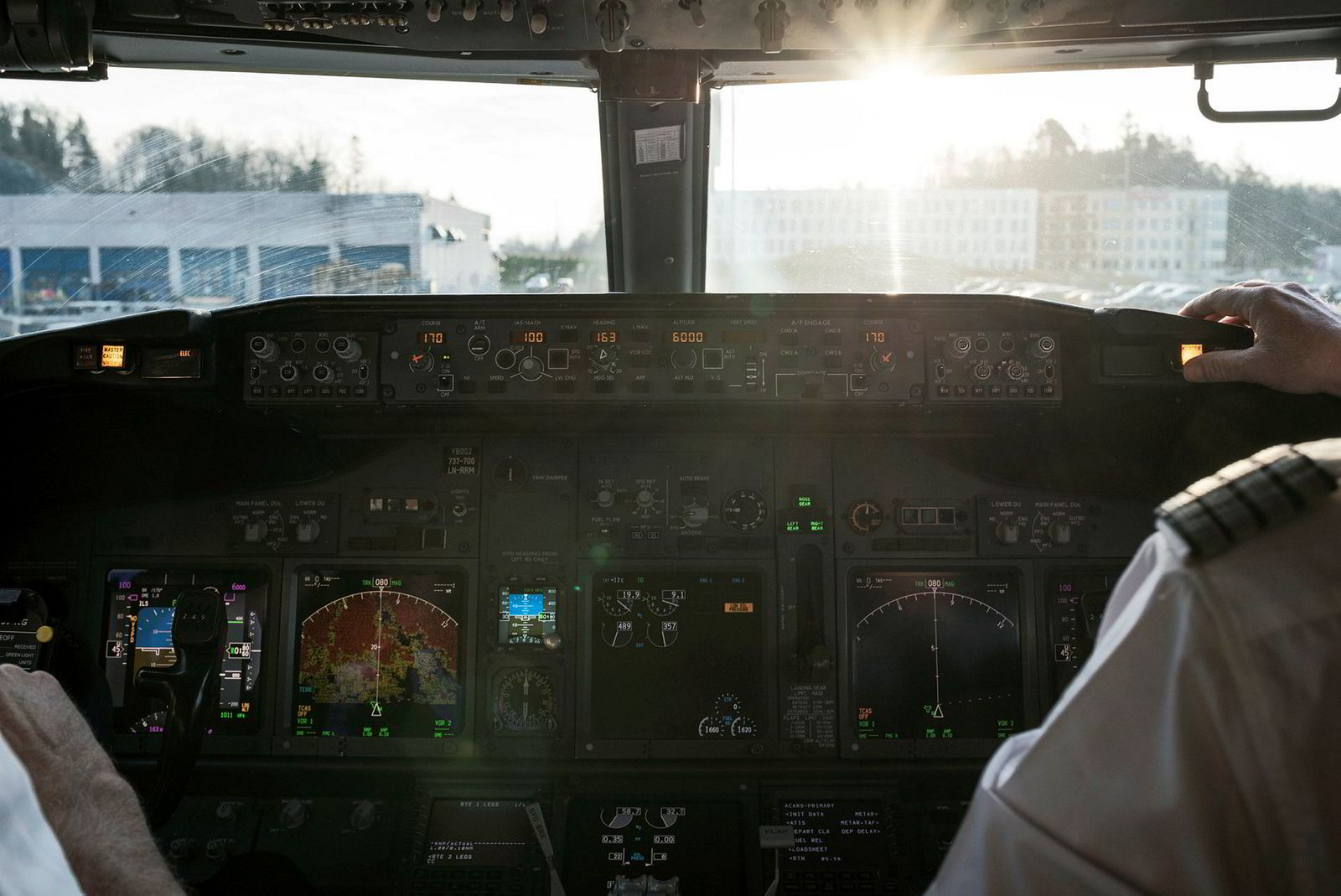 – Mange lurer på det med luften i kabinen, og den blir skiftet ut 20–30 ganger i timen, sier SAS-pilot Frode Svanes. Han er ikke bekymret for å bli smittet om bord.