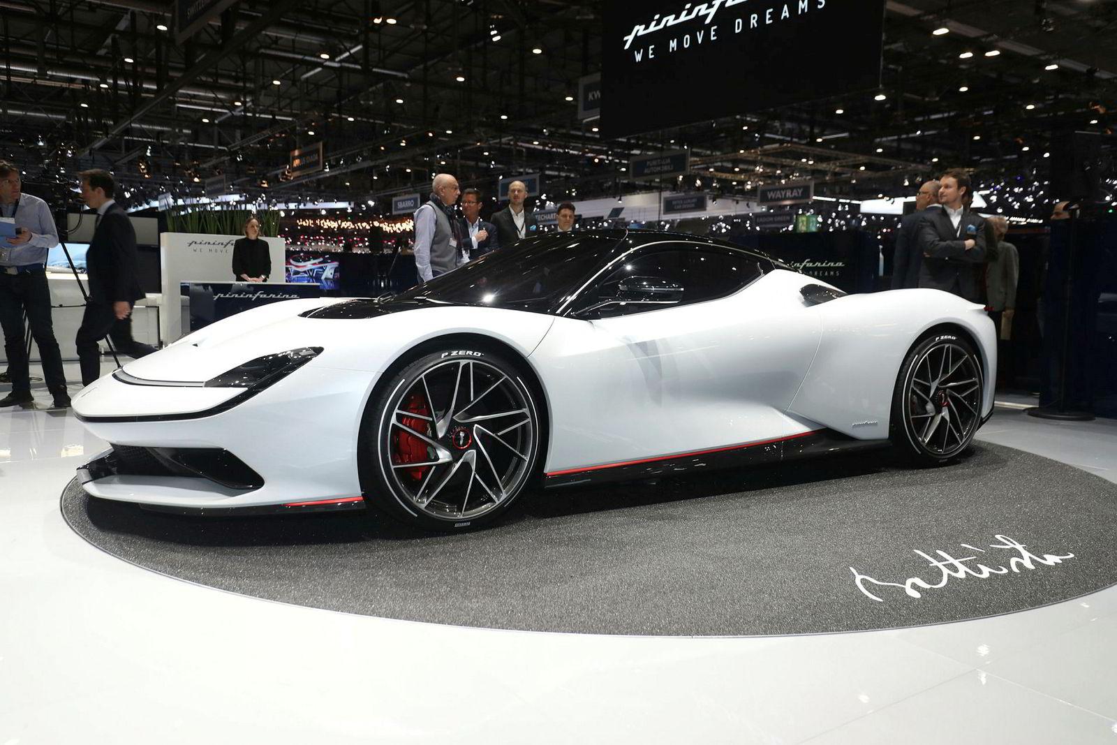 Pininfarina Battista har et batteri på 120 kWh, 1900 hestekrefter og gjør null til 100 km/t på under to sekunder.