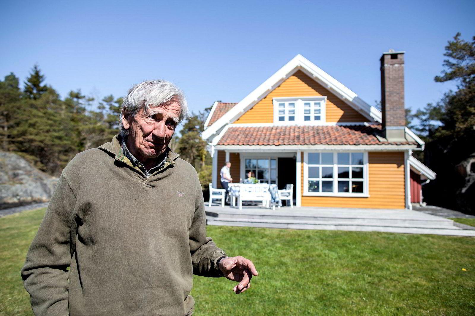 Anton M. Ringøen sier han er strålende fornøyd med prisen etter å ha solgt eiendommen i Høvåg vest i Lillesand kommune for 15,5 millioner kroner – halvannen million over prisantydningen.