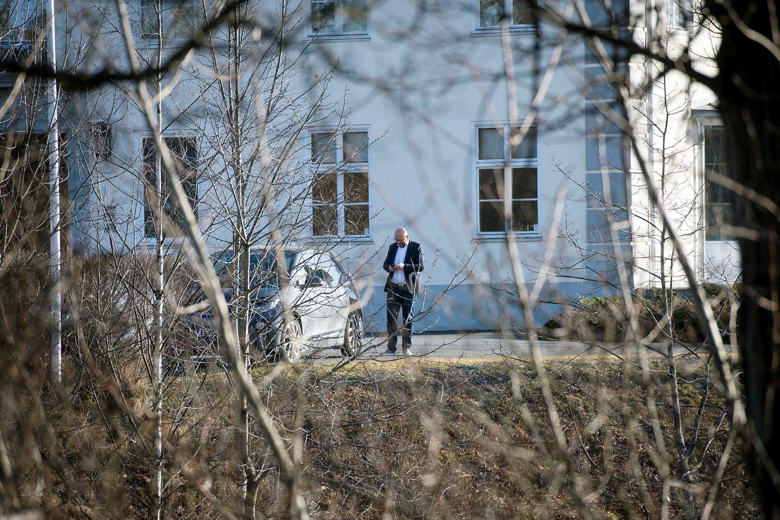Før vinterferien møttes Terje Tinholt og Jens Ulltveit-Moe til samtaler på Fornebu Hovedgård uten å bli enige. De to er naboer i Dicks vei på Lysaker.
