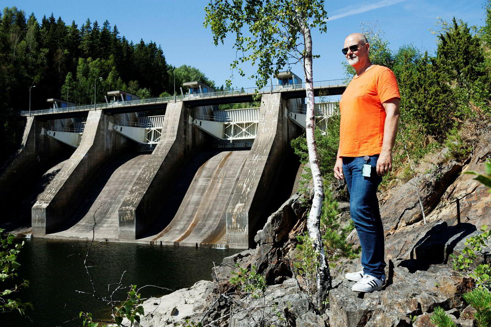 Petter Kollenberg i E-CO Energi sier at nedbørsområdet som fyller Glomma med vann er like stort som Sveits. – Men det hjelper lite når det ikke regner, sier han.