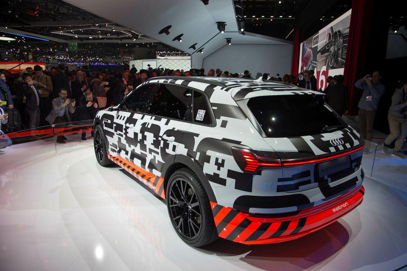 Audi E-tron, her presentert på messe i Genève.