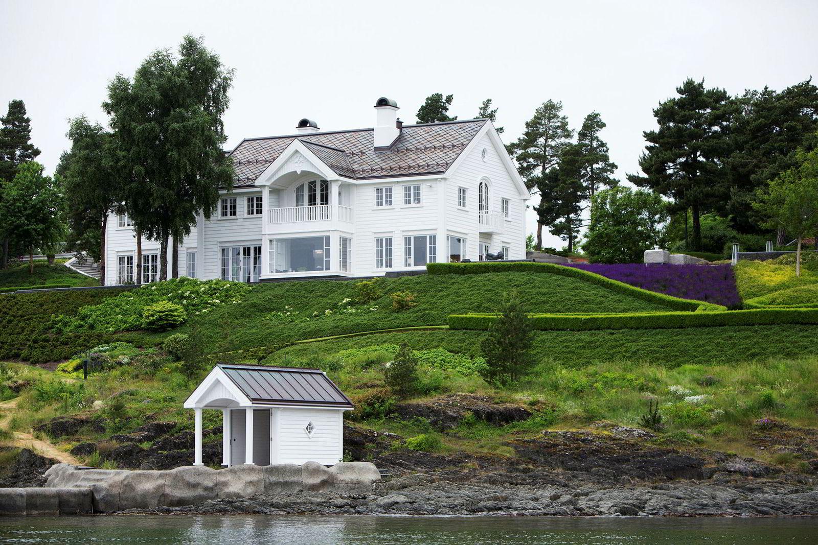 Dette er hovedhuset på Konglungen som Kjell Inge Røkke blir eneeier av.