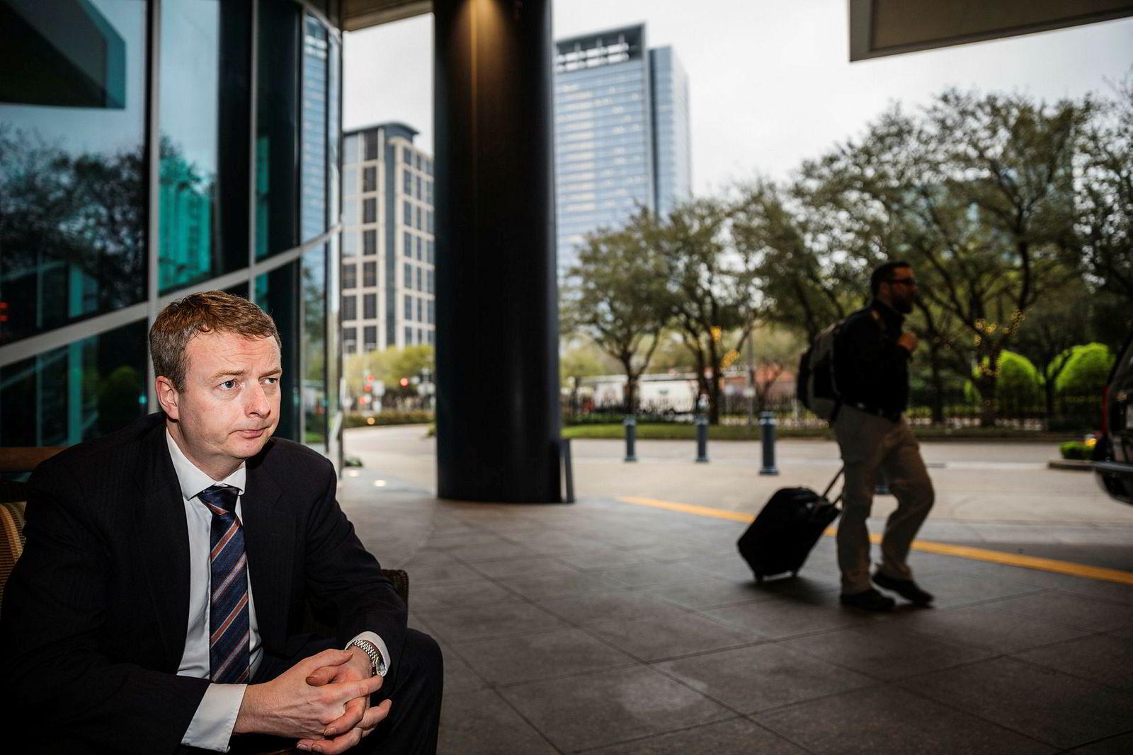 Terje Søviknes, her fotografert på oljemessen i Houston, holder seg unna lederkabalen i Statoil.