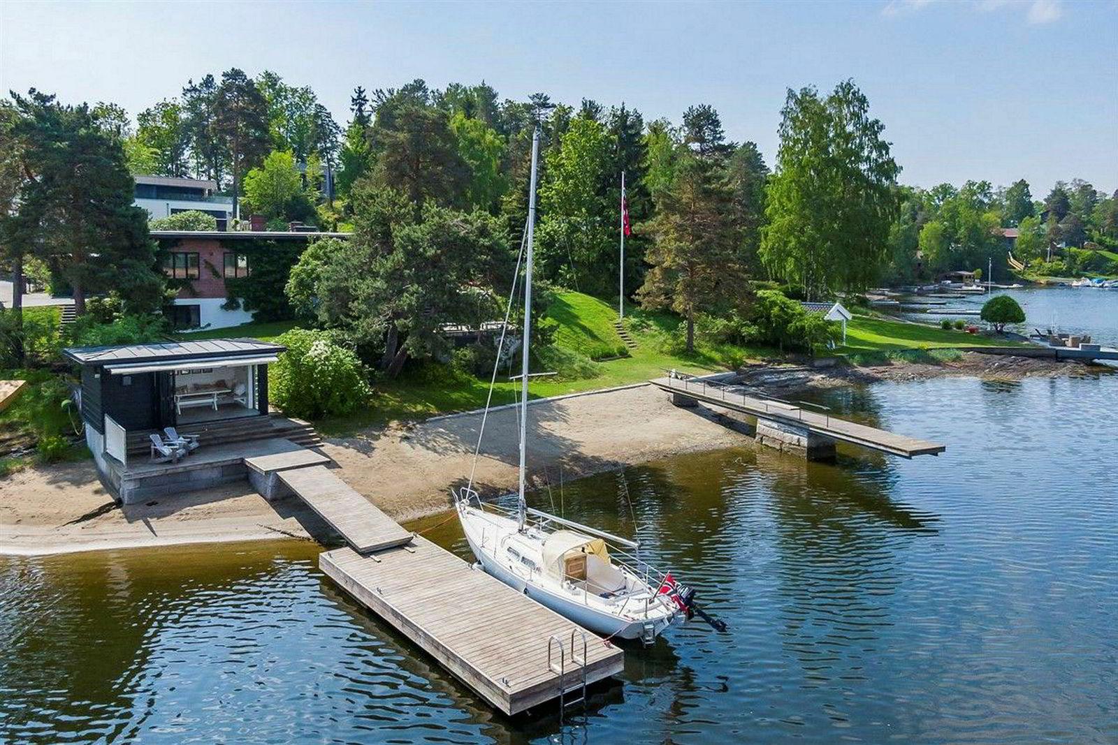 For 85 millioner kroner kan man få denne eiendommen på Snarøya med 40 meter strandlinje.