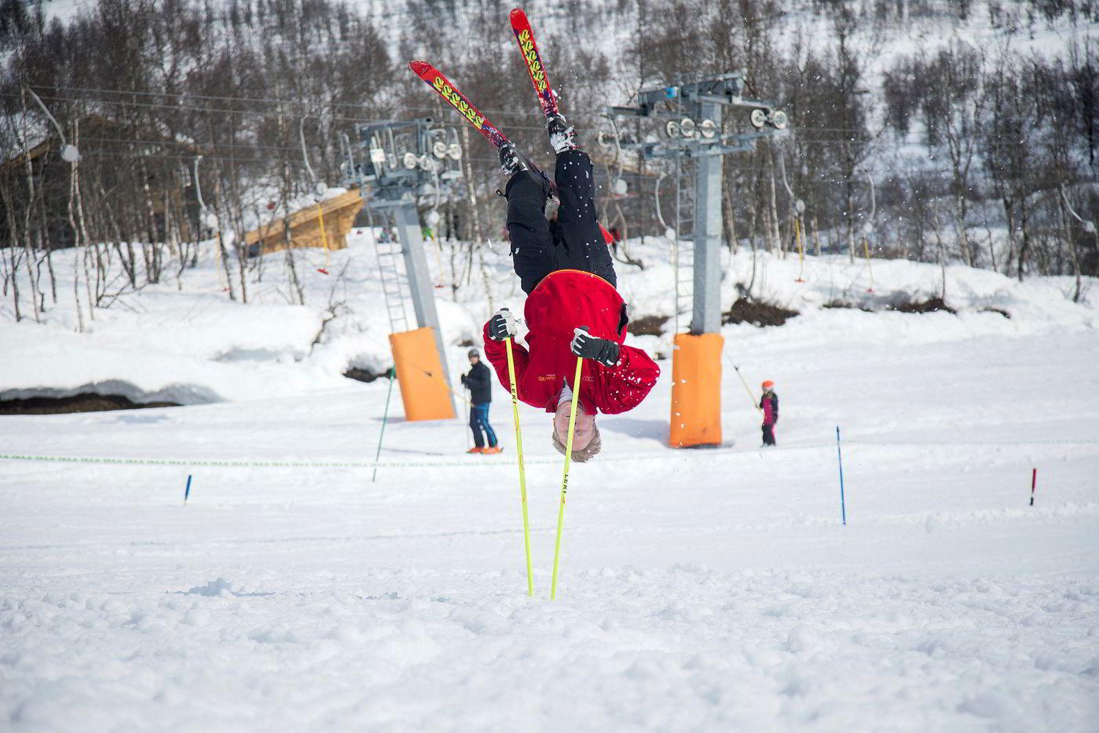 22 år etter forrige stavsalto gjør Rune Kristiansen det igjen. 53-åringen er storfornøyd med å ha hengt opp ned i comebacket, uten å bli skadet.
