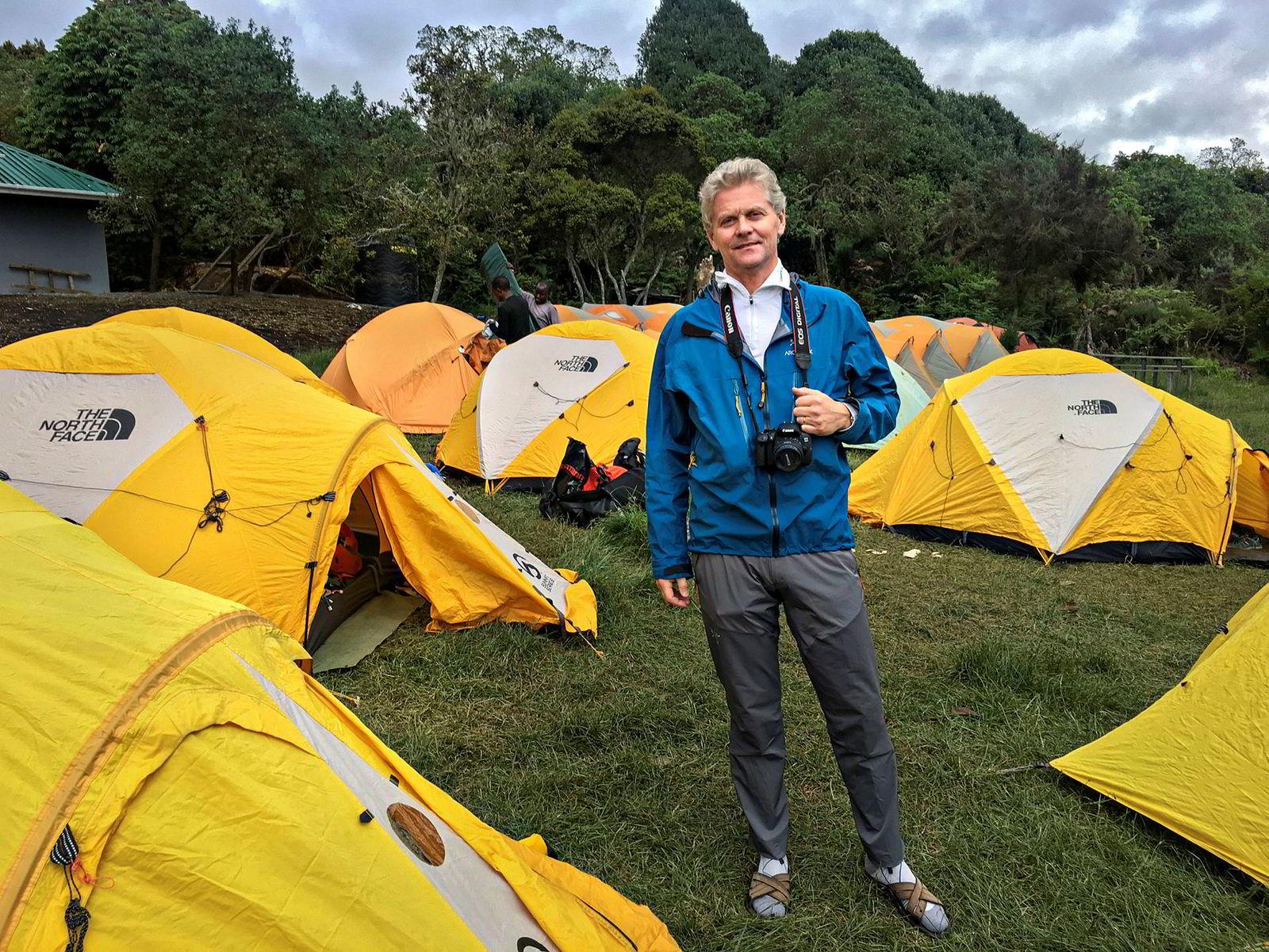 Atle Sigmundstad drømte om å ta med familien til Kilimanjaro. Han fikk med seg datteren på det som ble hans siste tur. Han døde på vei ned fra fjellet.