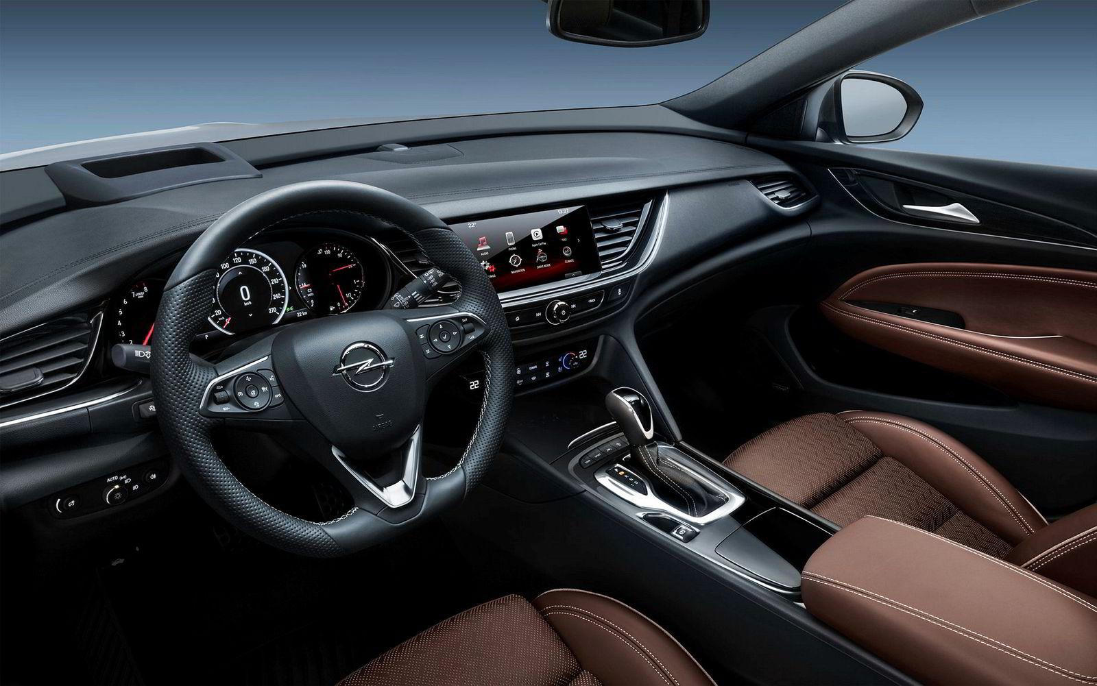Bilen kommer i en velutstyrt versjon, men med valget mellom en diesel- og en bensinmotor.