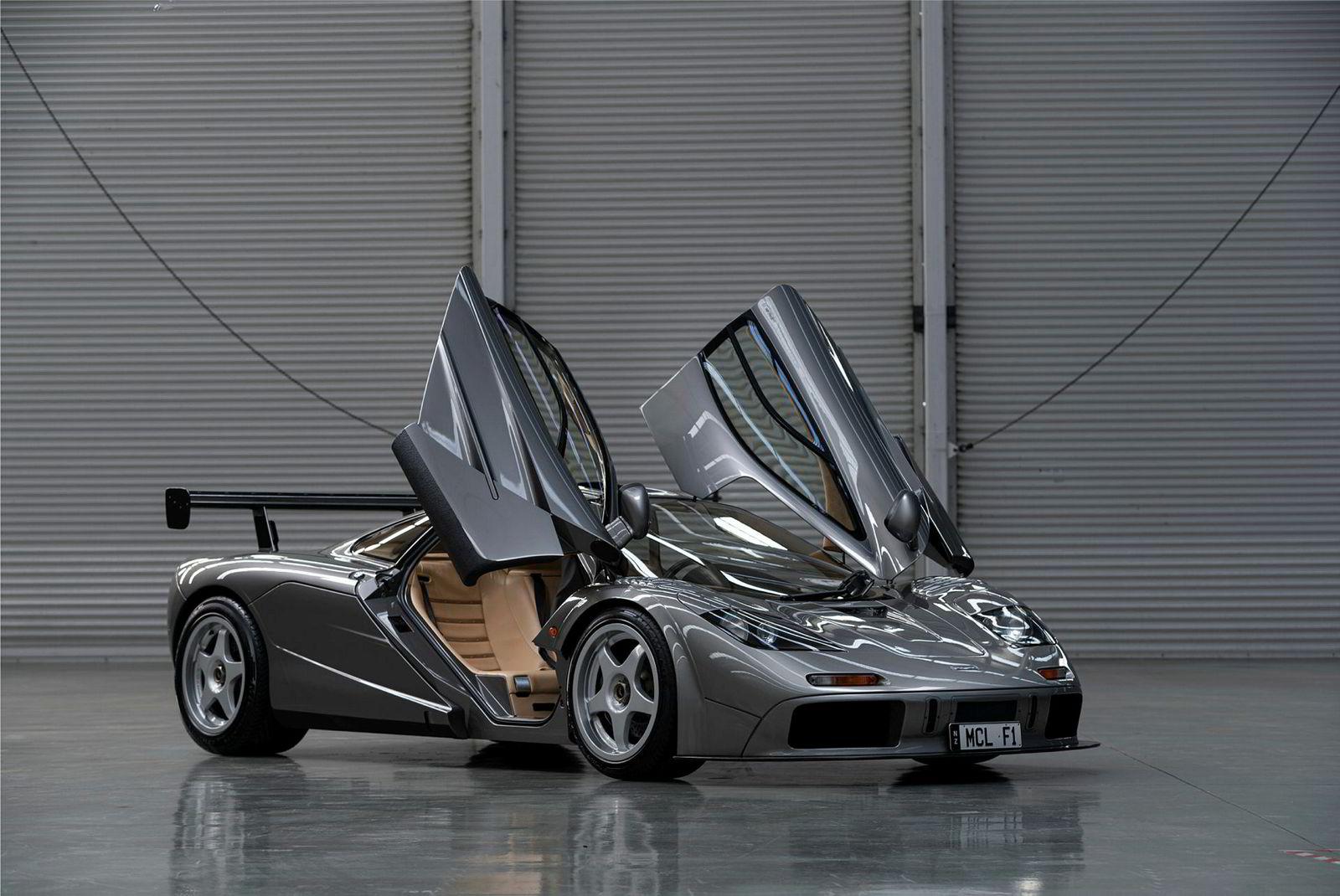 Denne McLaren F1 LM Spesification har en prisindikasjon på mellom 189 og 207 millioner kroner.