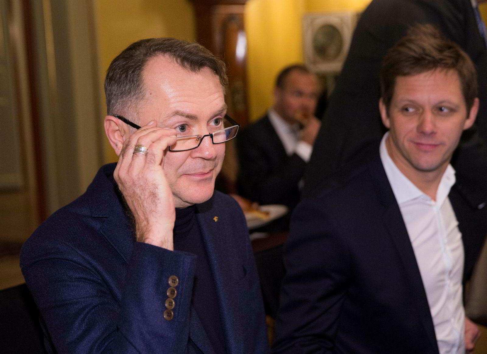 Leder Pål Adrian Hellmann i Finansforbundet (til venstre) vil ha en større del av kaken for sine ansatte. Her fra et toppmøte om digitalisering før jul. Til høyre administrerende direktør Sven Størmer Thaulow i Cisco Norge.