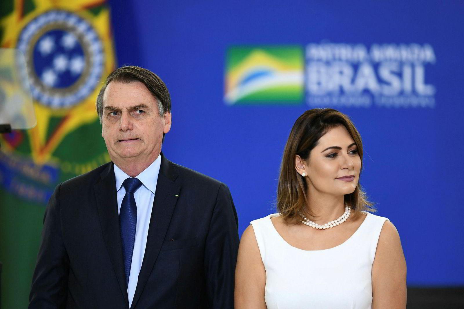Brasils president  Jair Bolsonaro med førstedame Michelle Bolsonaro under en lokal seremoni i april.