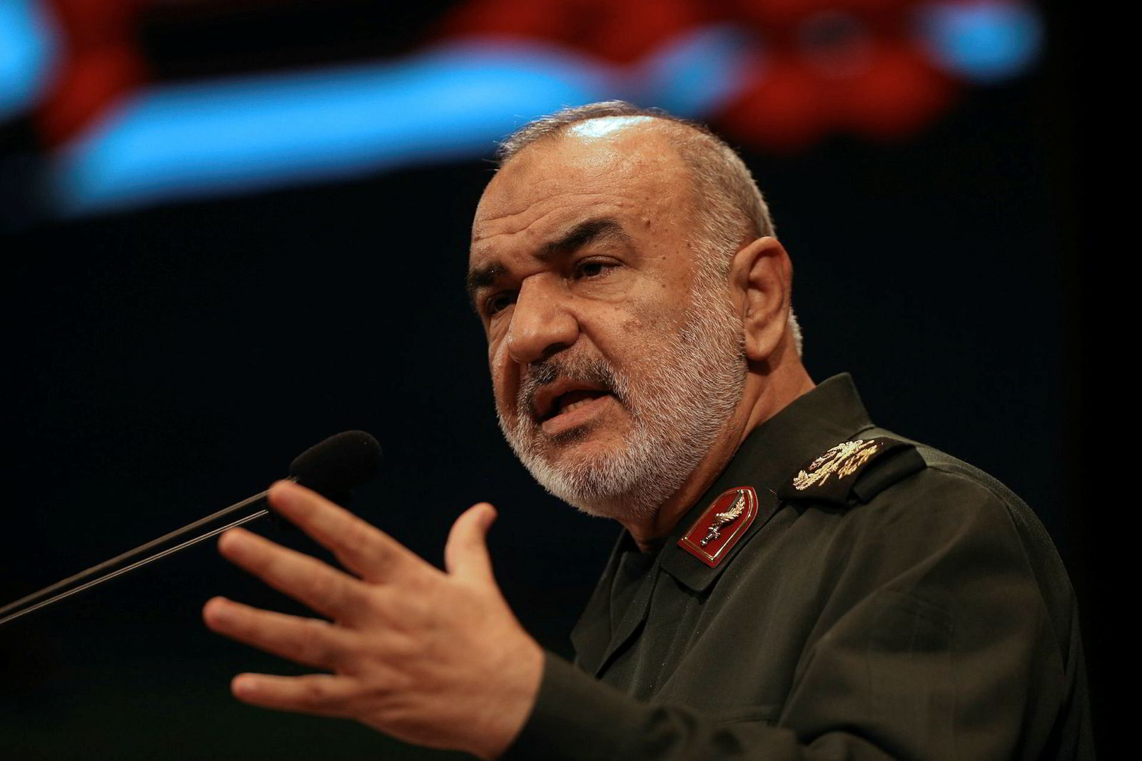 Den iranske Revolusjonsgarden, som ledes av general Hossein Salami (bildet), har tatt en utenlandsk oljetanker i arrest. Tankskipet skal ha vært i ferd med å smugle 1 million liter iransk olje til en ukjent mottager.