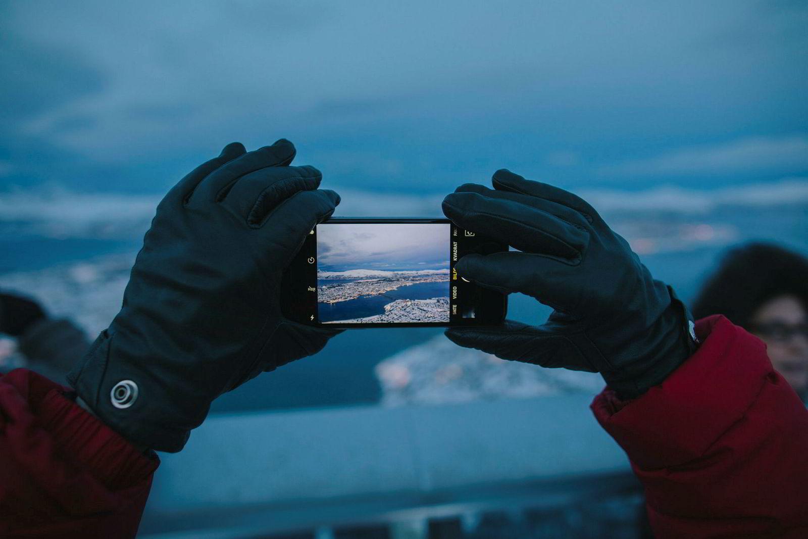 De kinesiske studentene fant ut om Tromsø gjennom internett, men ble også anbefalt av venner å reise til Tromsø. På spørsmål om opplevelsen svarer Xuedi Dou «It's fantastic!».