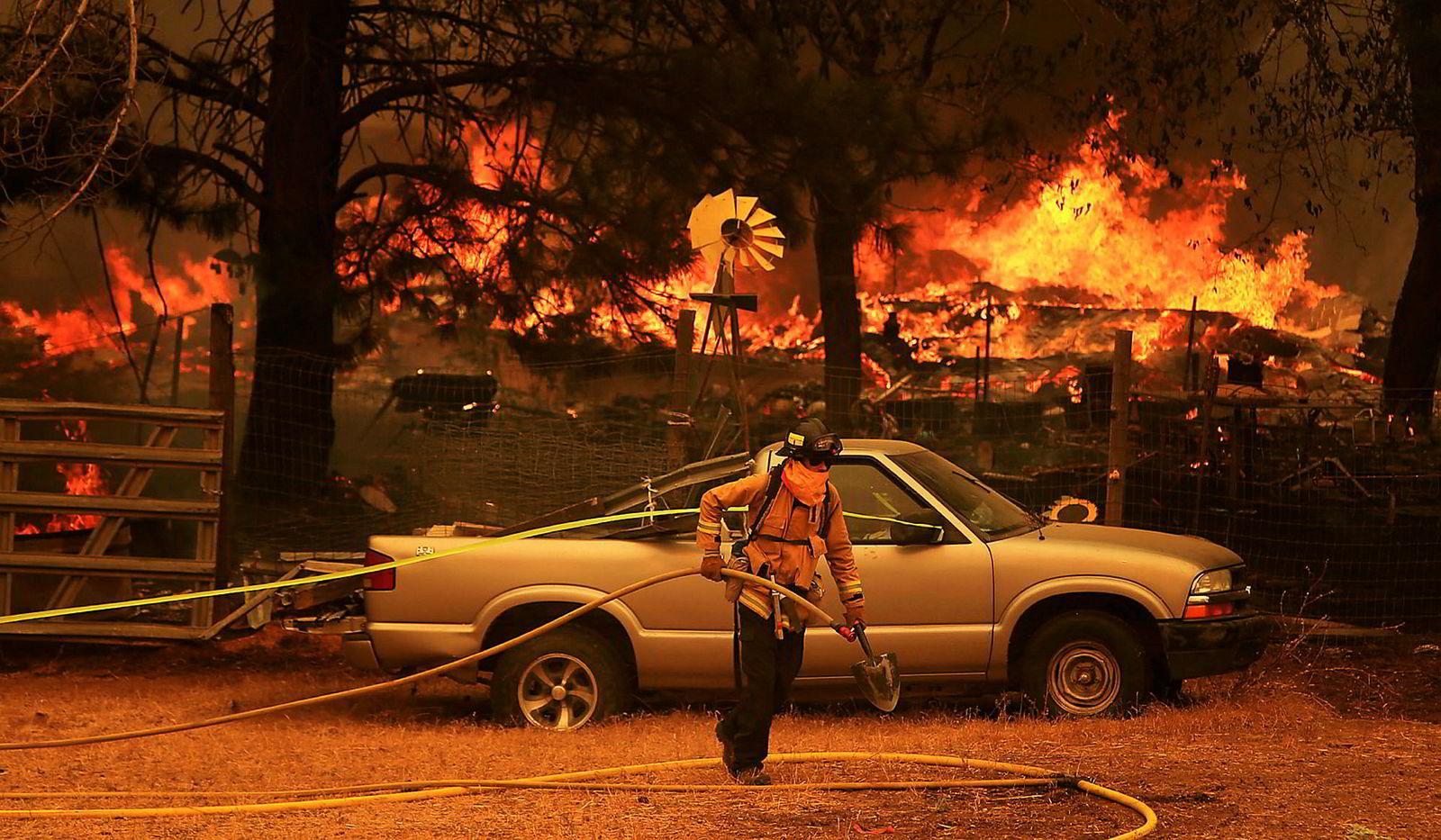 Ranch-brannen brant mandag ned to hjem i Spring Valley.