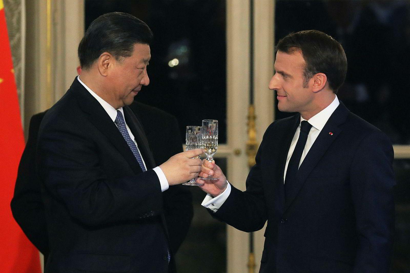 Kinas president er på en sjarmoffensiv i Europa mens handelsforhandlingene med USA fortsetter. KInesiske selskaper har inngått avtaler verdt flere hundre milliarder kroner i Italia og Frankrike, blant annet kjøp av 300 Airbus-fly. Boeing har plassert over 300 737 Max-fly på bakken etter to dødsulykker.