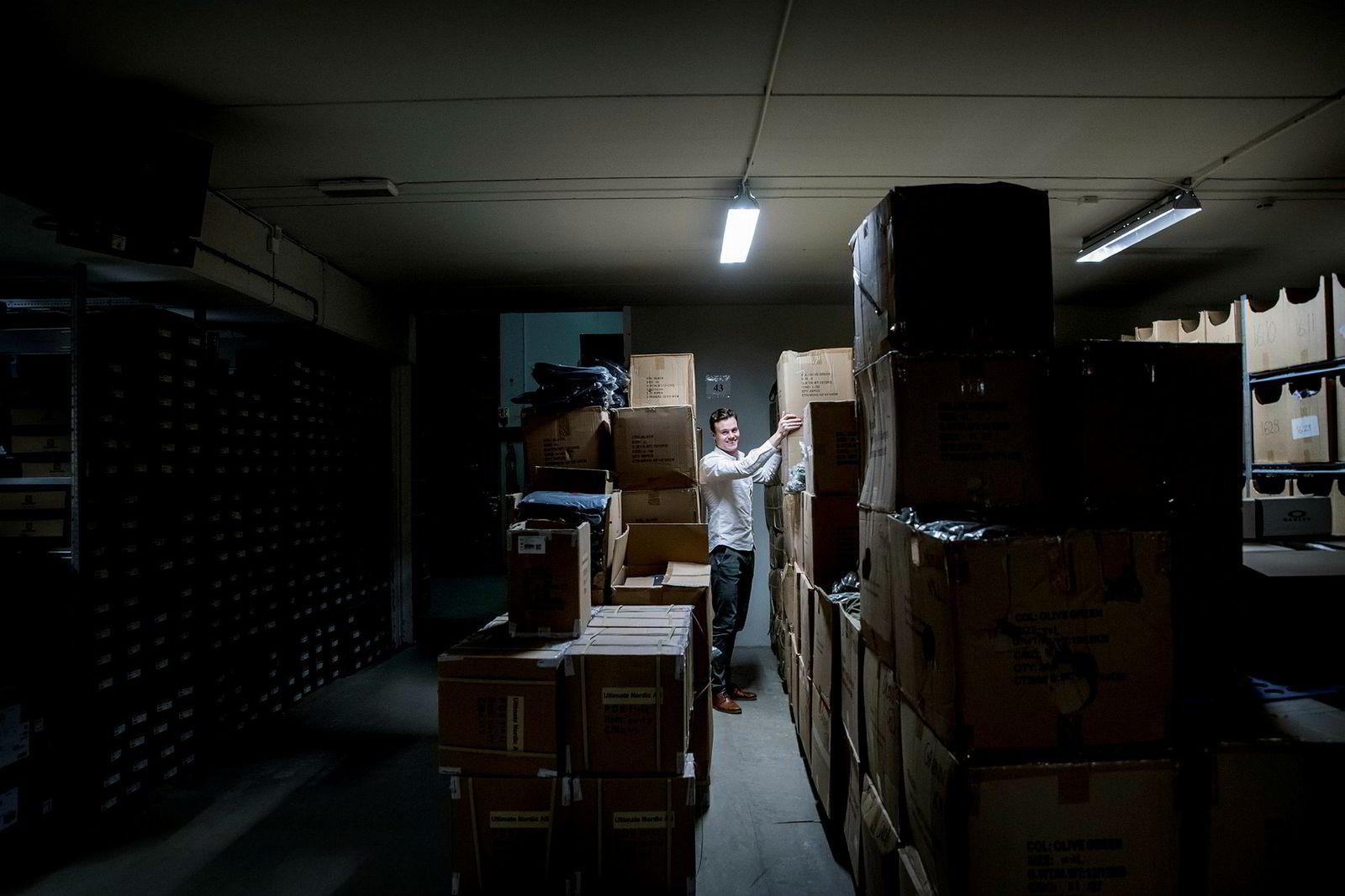 – Her har vi 5000 varer, sier gründer Finn Magnus Flesland Torall i Milrab om selskapets lager i Oslo