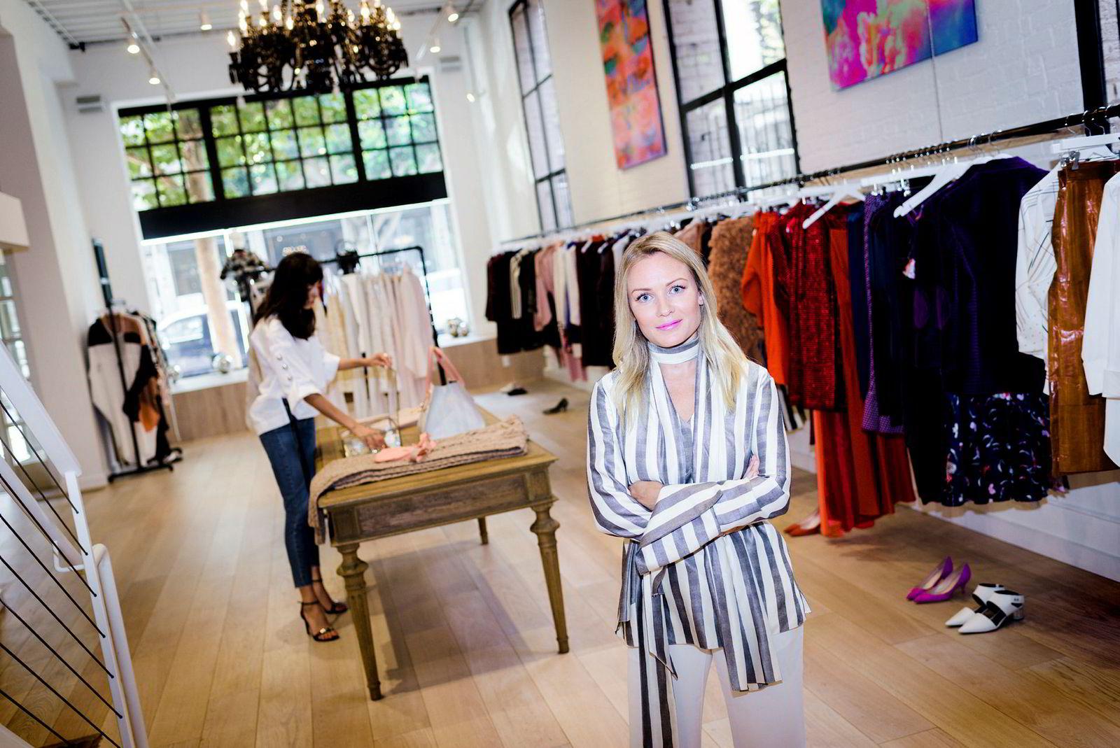 Norske Pia Pernille Øien Cohler er utdannet advokat, men driver i dag designbutikken «Pia» i San Francisco hvor hun er bosatt til vanlig.
