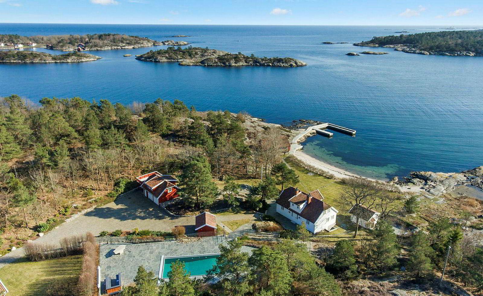 I sommer solgte Einar Aas landstedet Vragviga i Grimstad solgt for 32 millioner kroner. Pengene gikk rett til kreditorene.