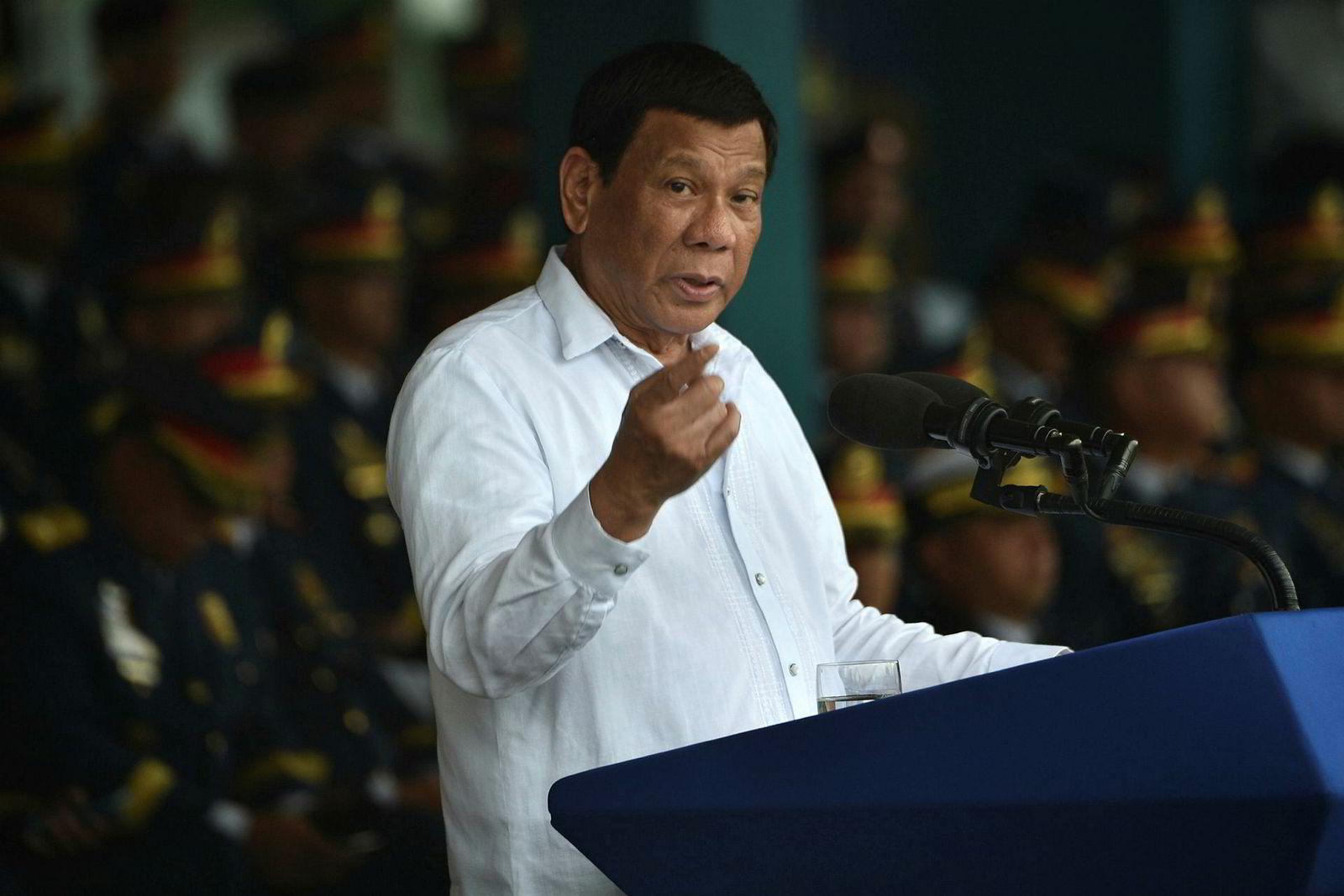 Filippinenes president Rodrigo Duterte truer med å stoppe kasinoplanene.