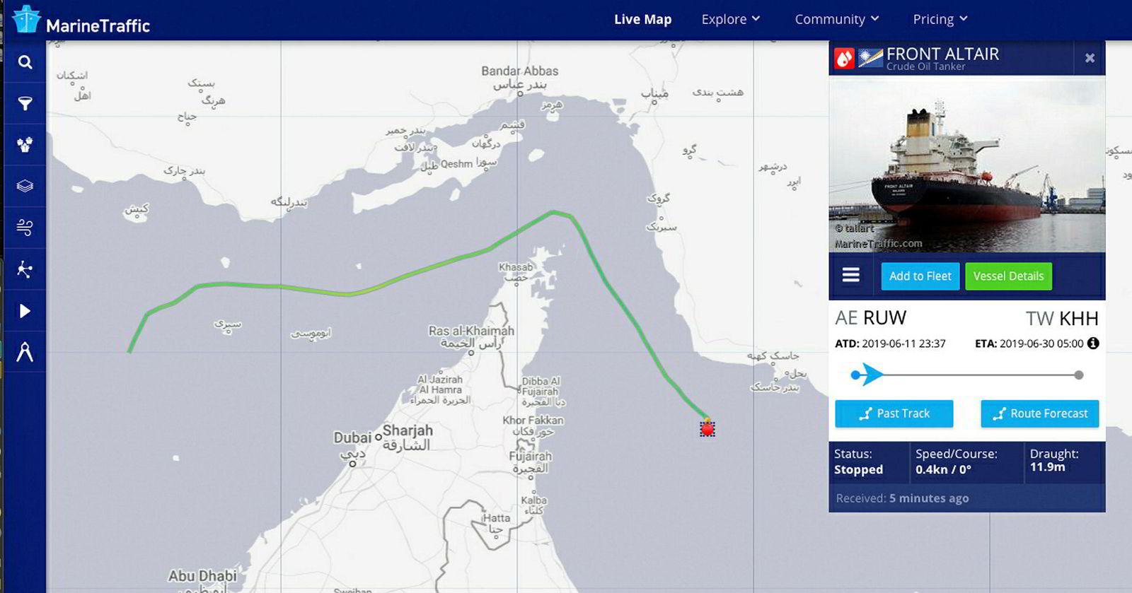 Nettsiden Marine Traffic viser at tankskipet til Frontline stanset like utenfor havnebyen Fujairah i Emiratene.
