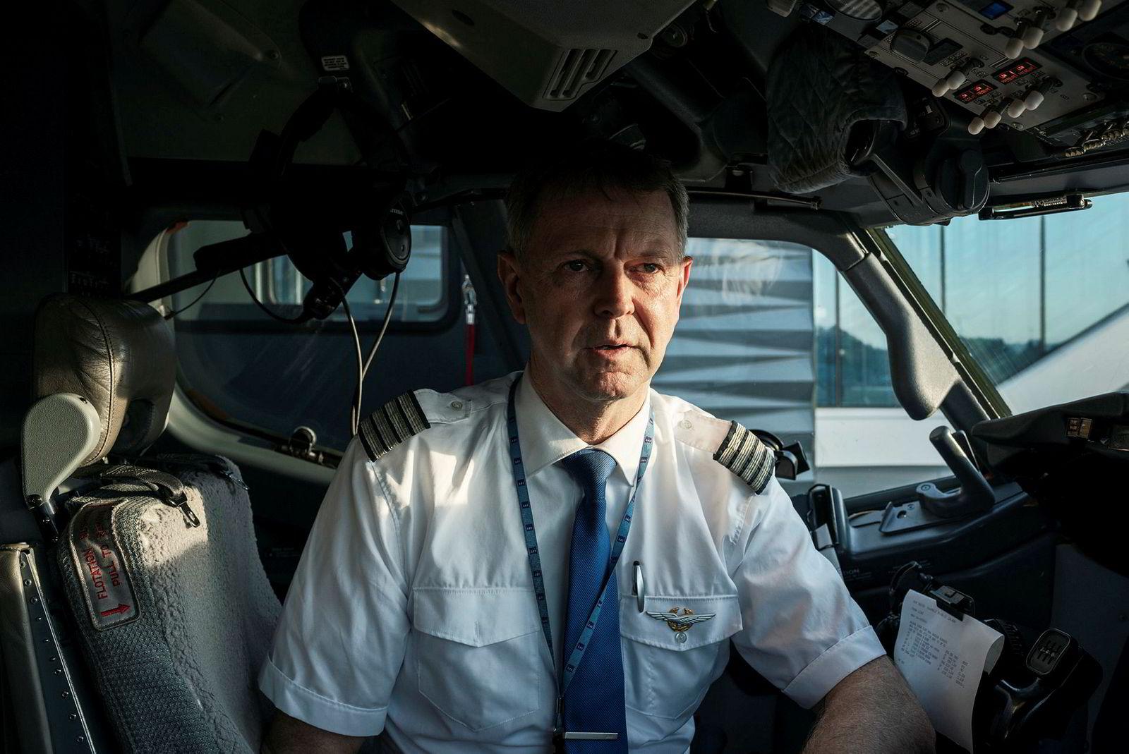 SAS-kaptein Frode Svanes er blant pilotene med mest erfaring som fortsatt flyr mens markedet er nesten borte. Mandag hadde han 15 passasjerer fra Oslo til Bergen – og rundt 50 på returen.