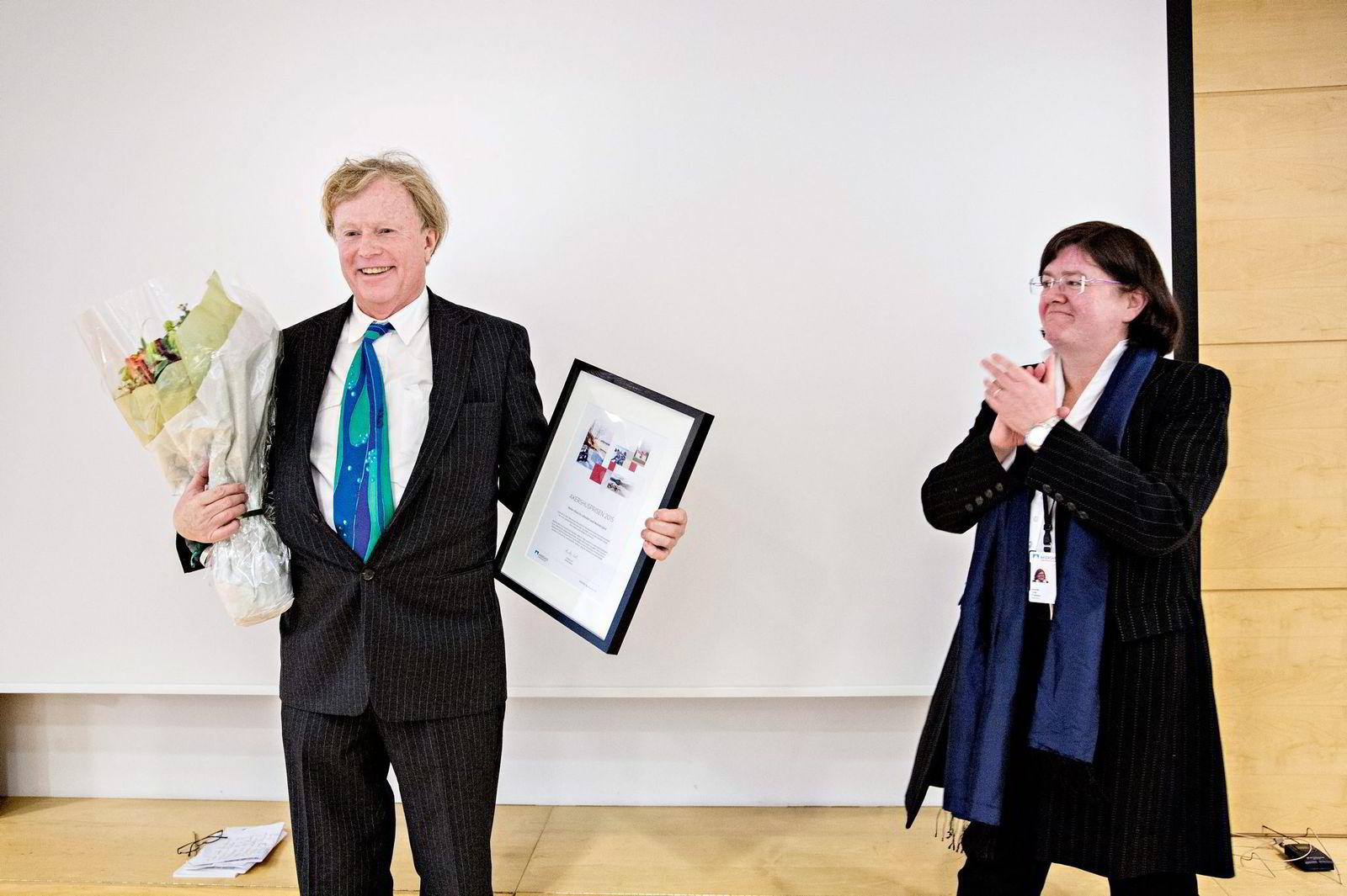 Petter Olsen ble forrige uke tildelt Akershusprisen 2015 for sitt arbeid med Ramme gård i Vestby. Prisen ble overrakt av Akershus' fylkesordfører Anette Solli.