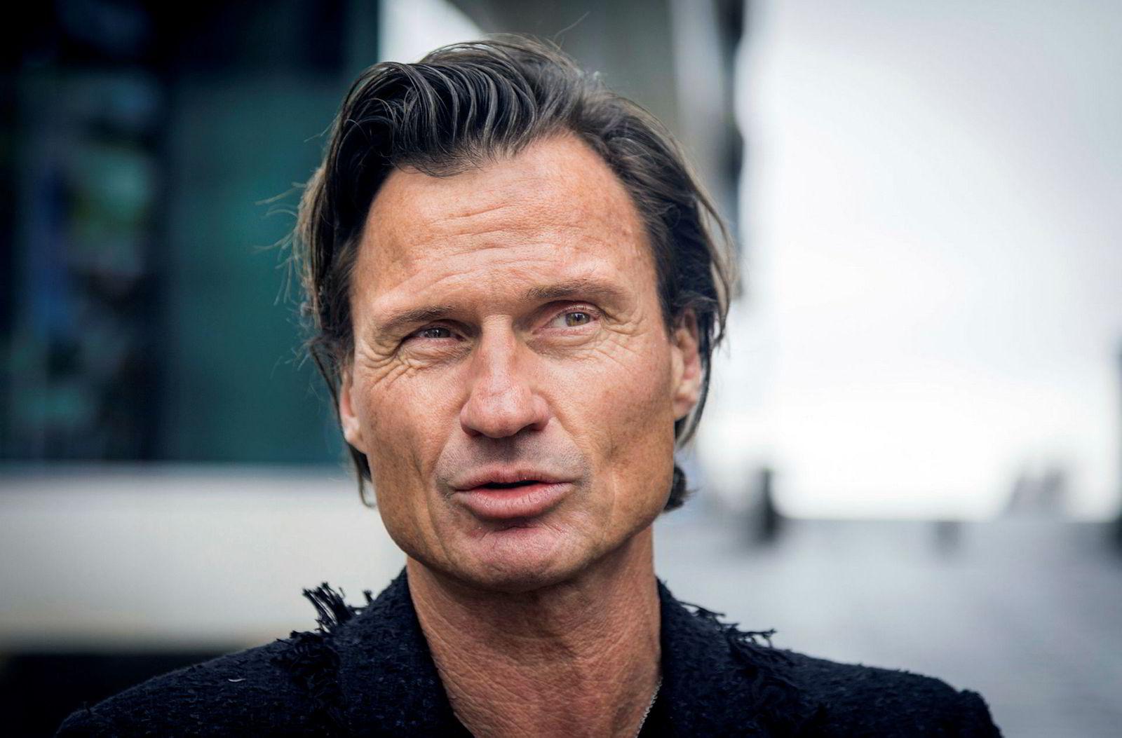 Petter Stordalen heier frem kvinner i egen bedrift.